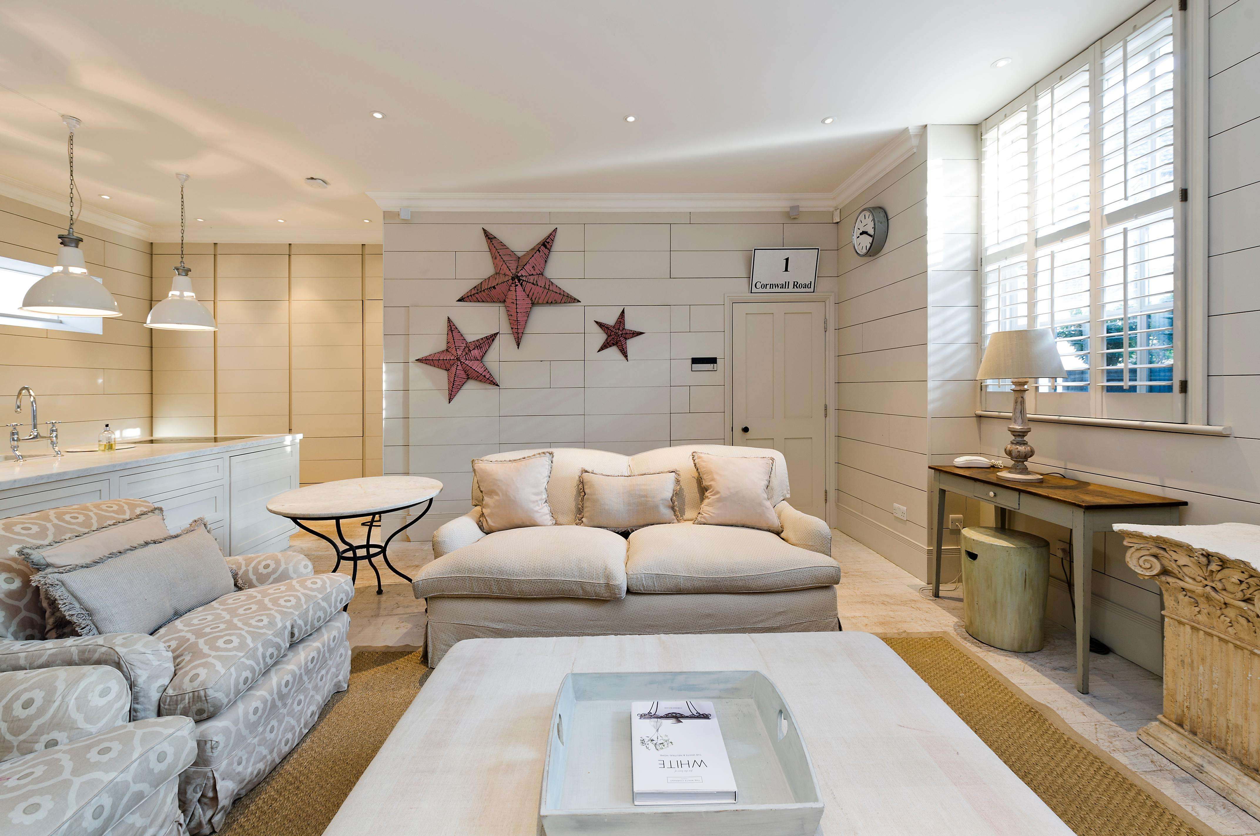 Property Image 1 - Delightful Mews House close to Battersea Park