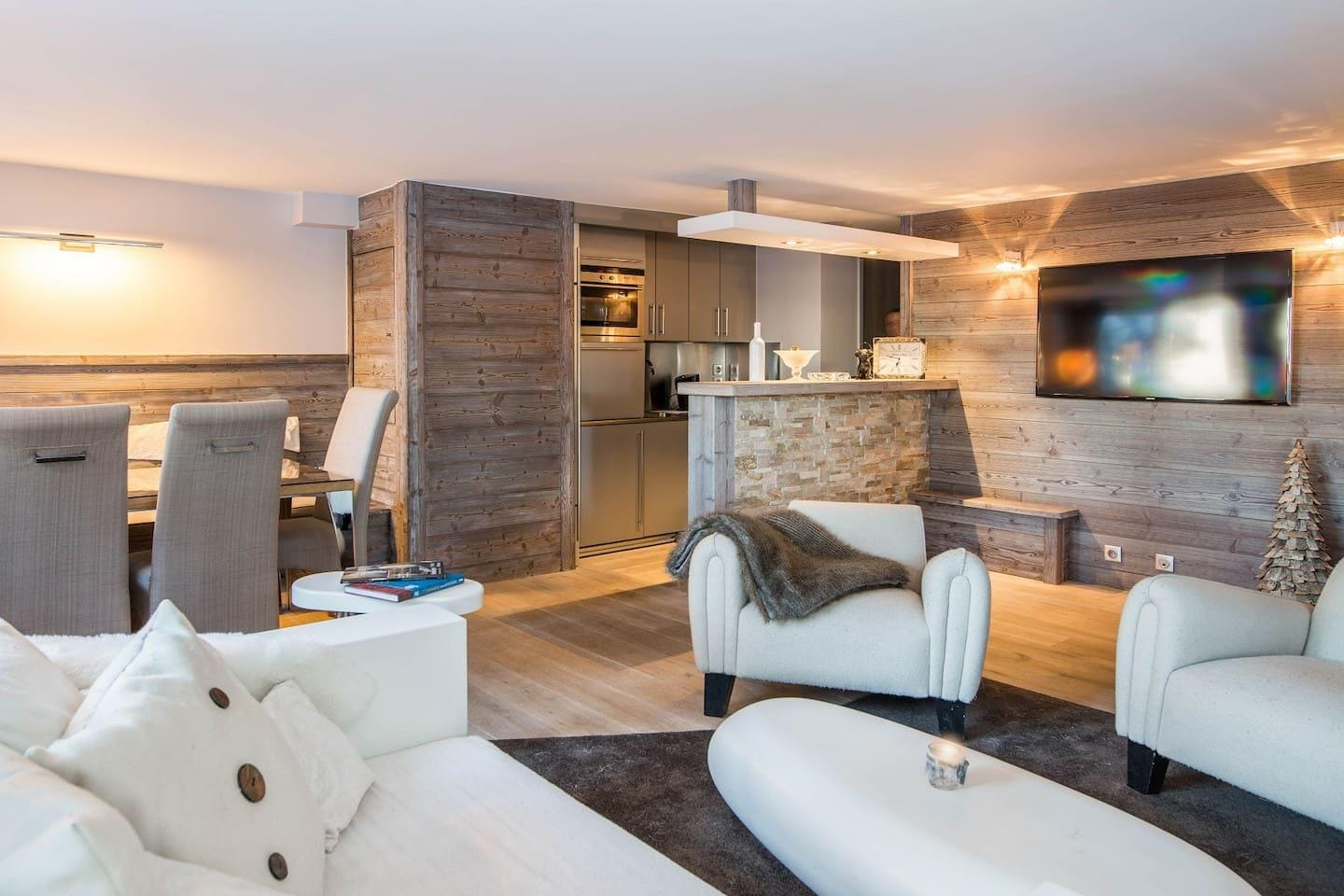 GREAT WINTERTIME CHALET AT THE HEART OF COURCHEVEL