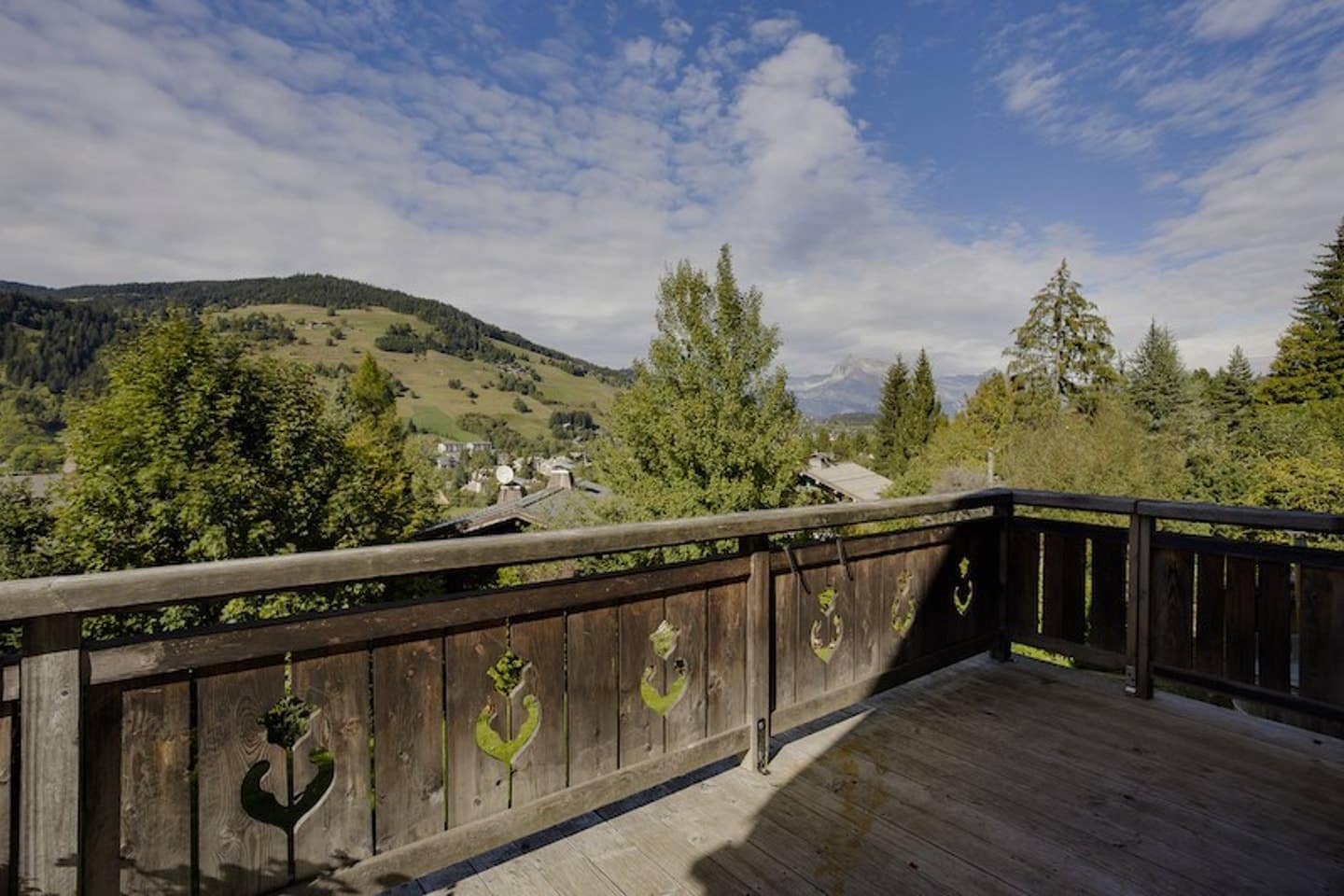 Property Image 2 - Glorious Modern Chalet with outdoor Hot Tub