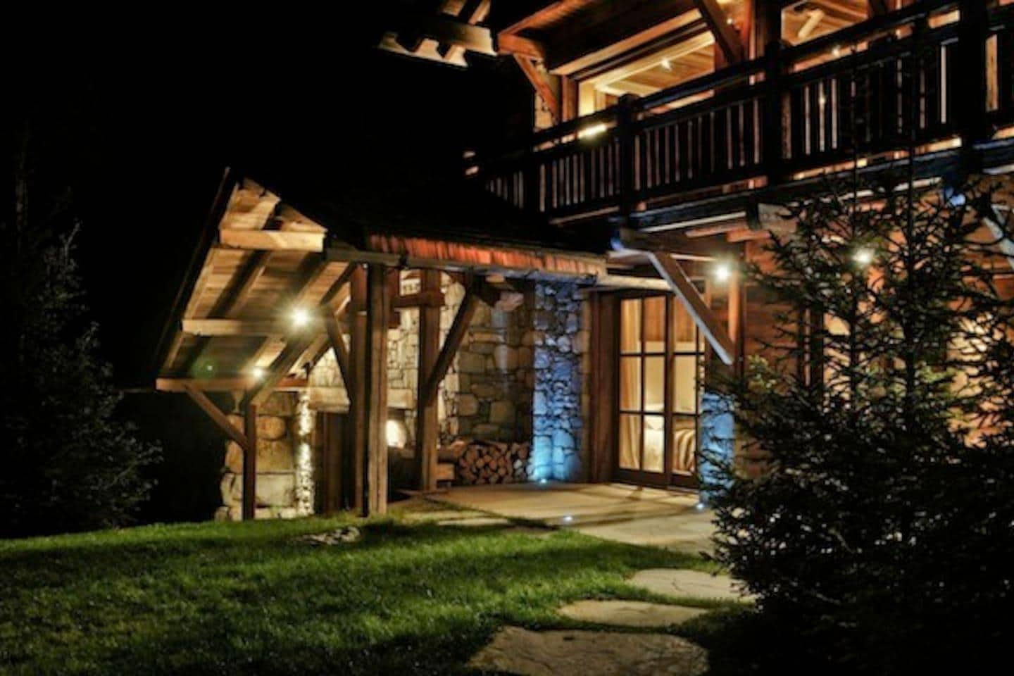 Majestic Chalet with Steam Room & Jacuzzi