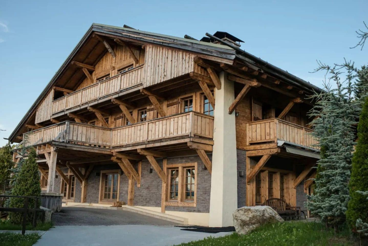 RELAXINGLY PRIME CHALET WITH TRADITIONAL CHARM