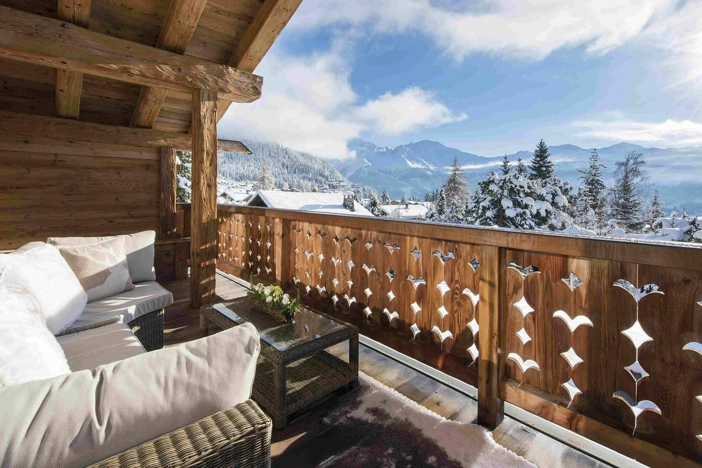 Property Image 1 - Spacious 5-bedroom Designer Chalet with Views