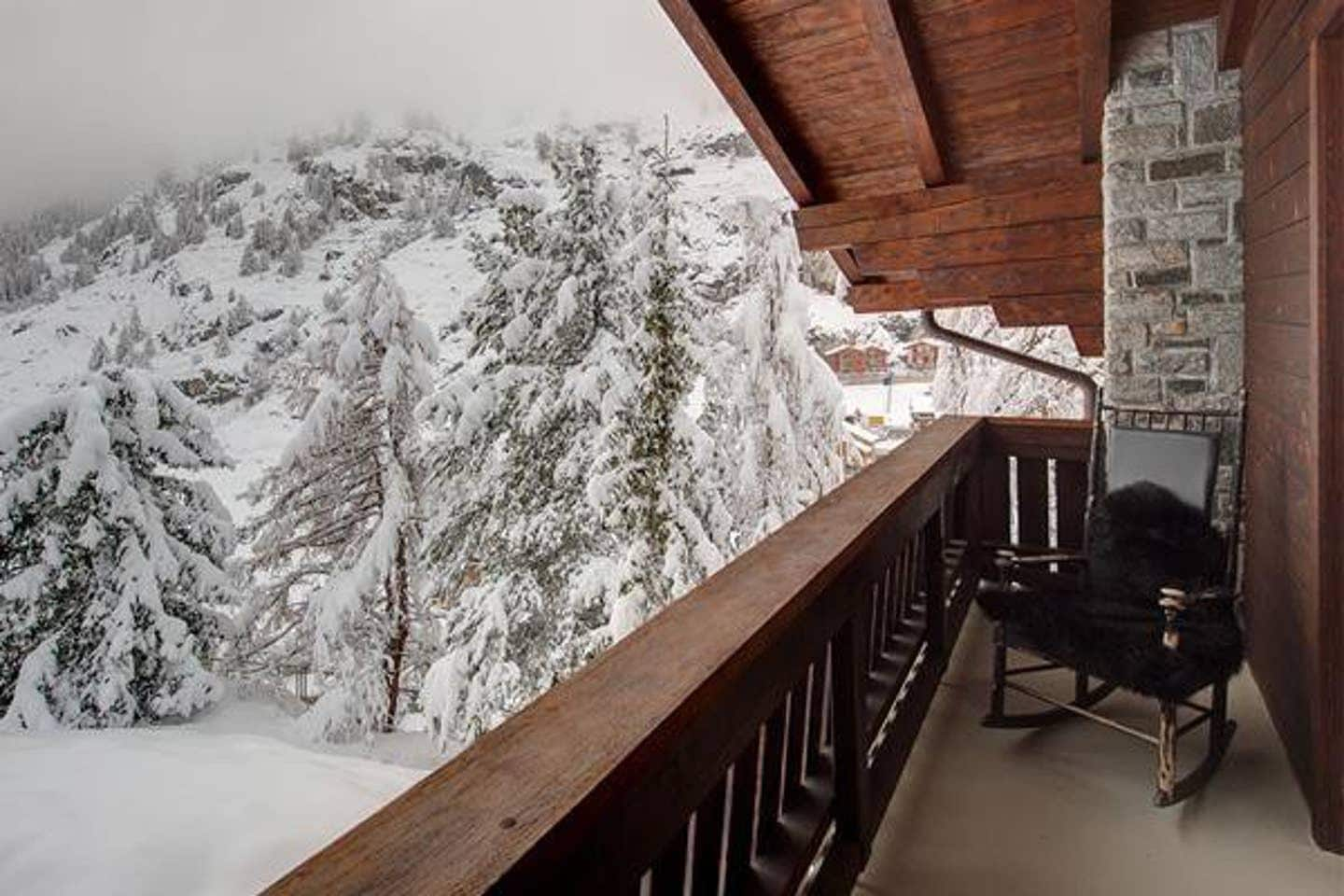 SOLEMN AND TRANQUIL CHALET