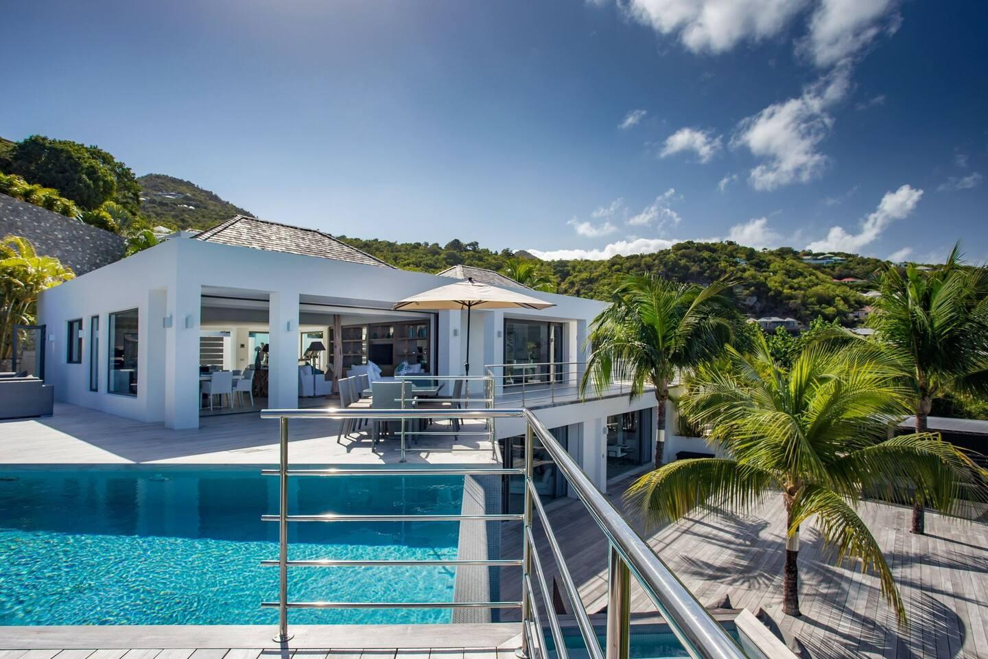 Property Image 2 - Vibrant Sunny Villa with an Amazing Sea View