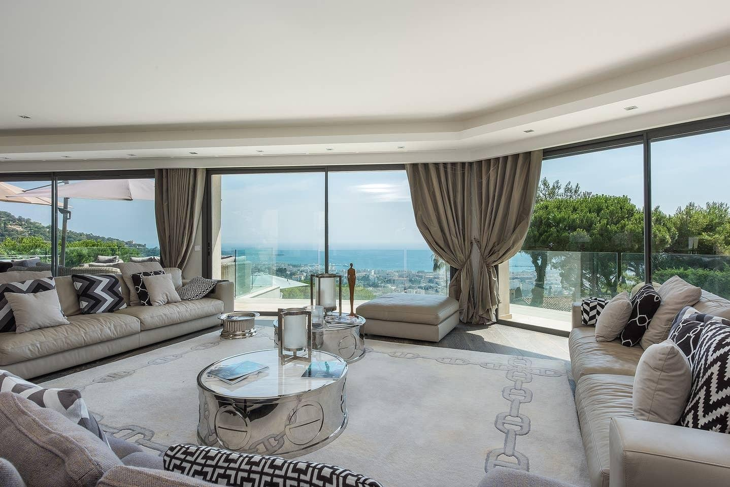 Property Image 2 - Amazing Classic Villa with Panoramic Sea Views