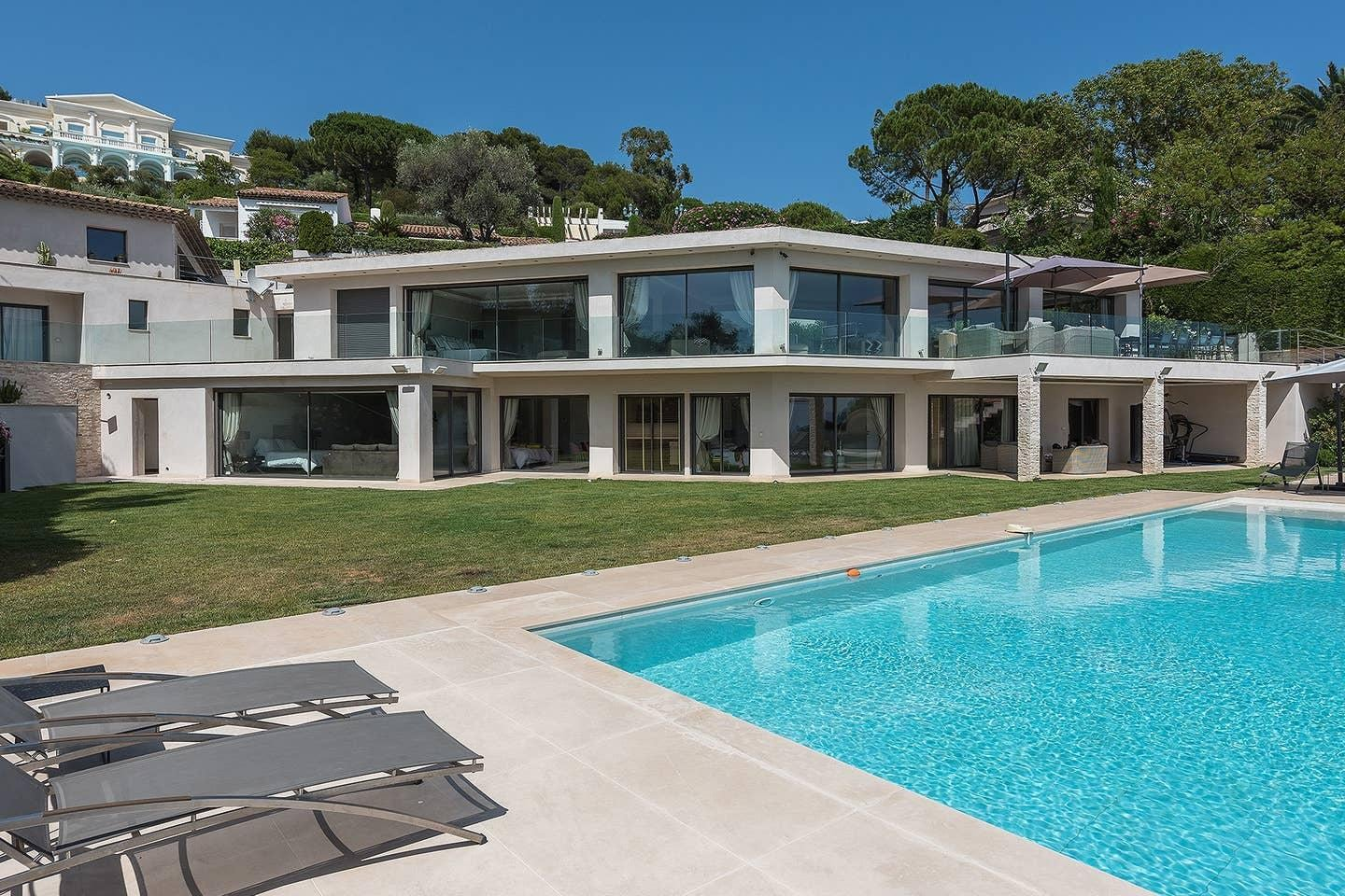 Property Image 1 - Amazing Classic Villa with Panoramic Sea Views
