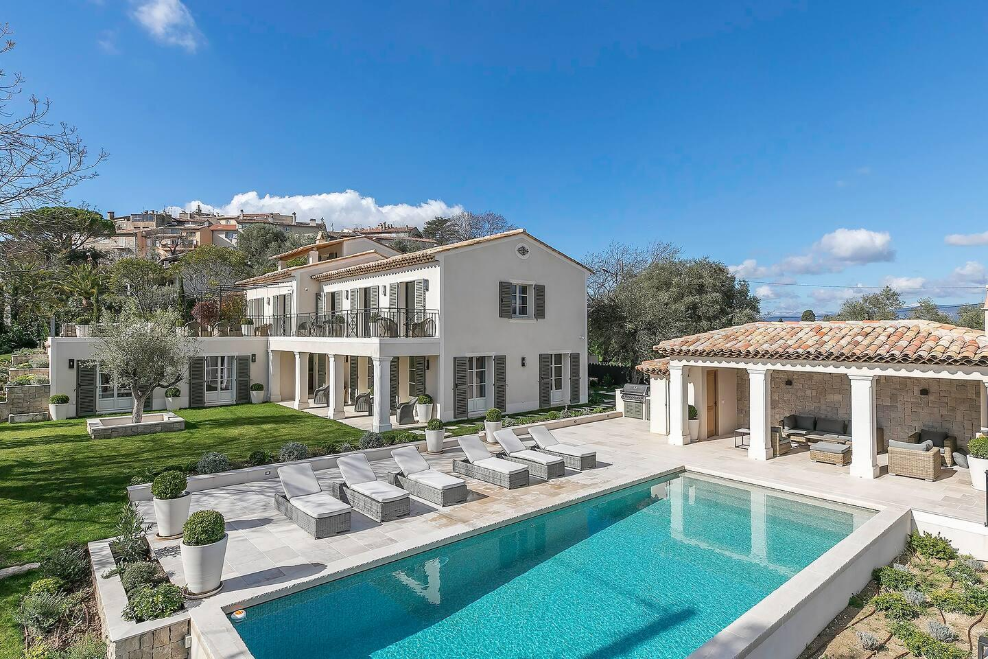 Perfect Elegant Villa with Panoramic Mountain Views