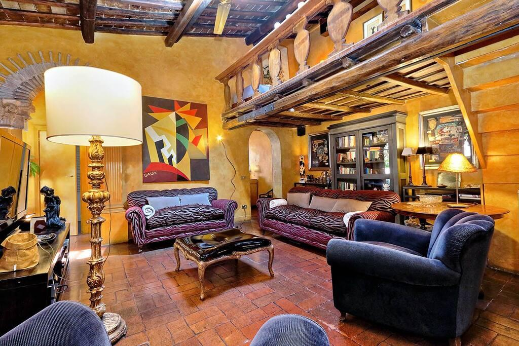 Property Image 2 - Cosy and Spacious Penthouse in Trastevere with Terrace
