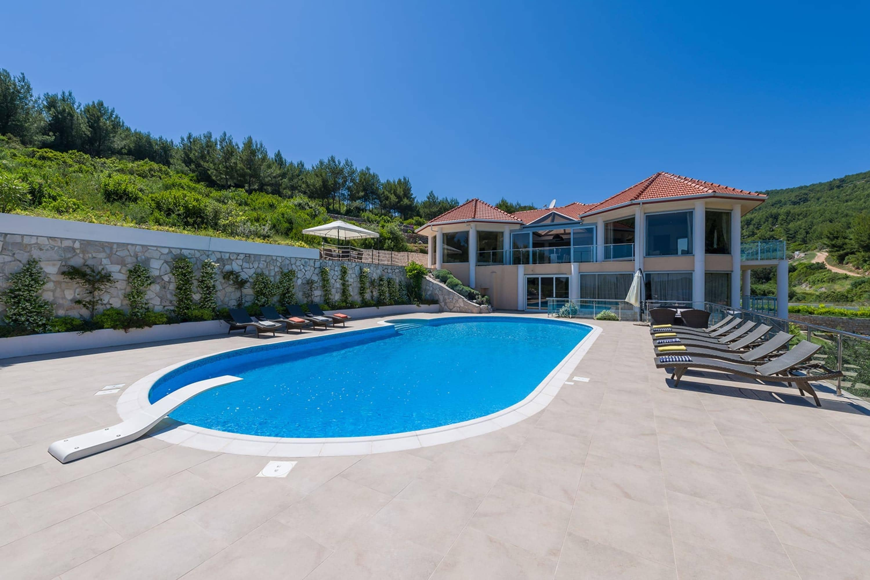 Property Image 1 - Spacious Fantastic 6 Bedroom Villa with Beautiful Swimming Pool