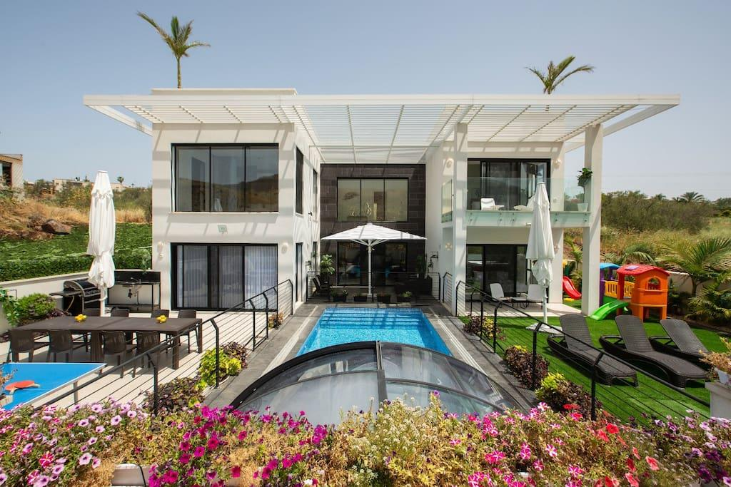 Property Image 1 - Modern Luxury Villa with Jacuzzi & Pool in Migdal