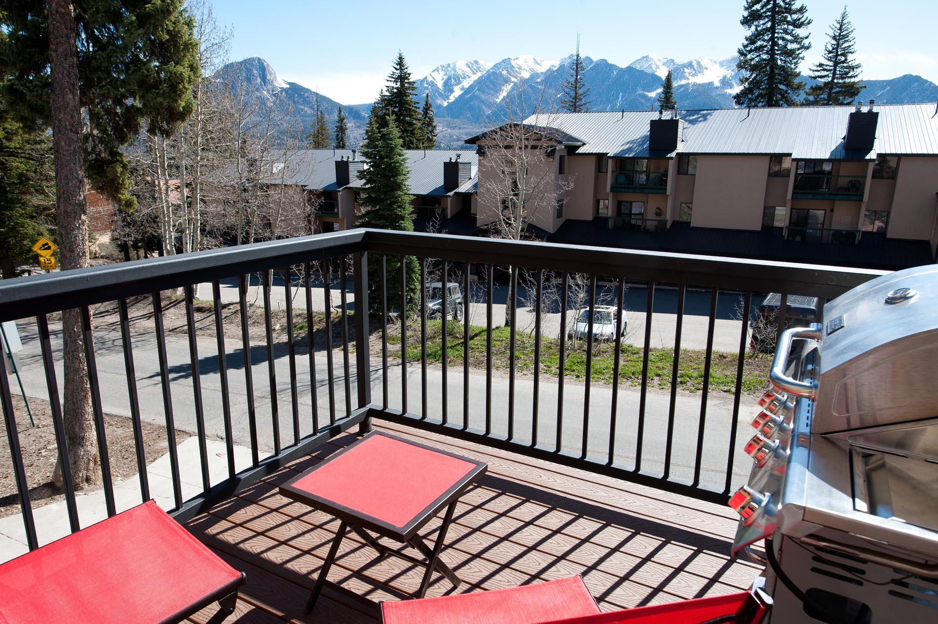 Completely Remodeled Ski In/Out Townhome - Mountain Views