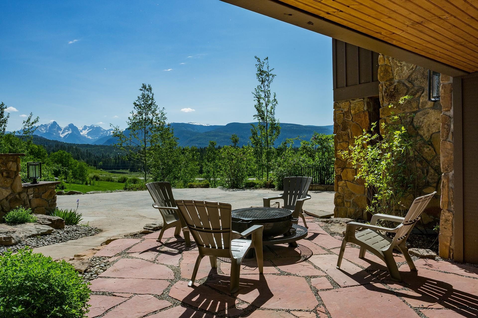 Newly Renovated and Furnished Luxury Home - Private Hot Tub - Unbeatable Views - 3 Miles to Purgatory Ski Resort