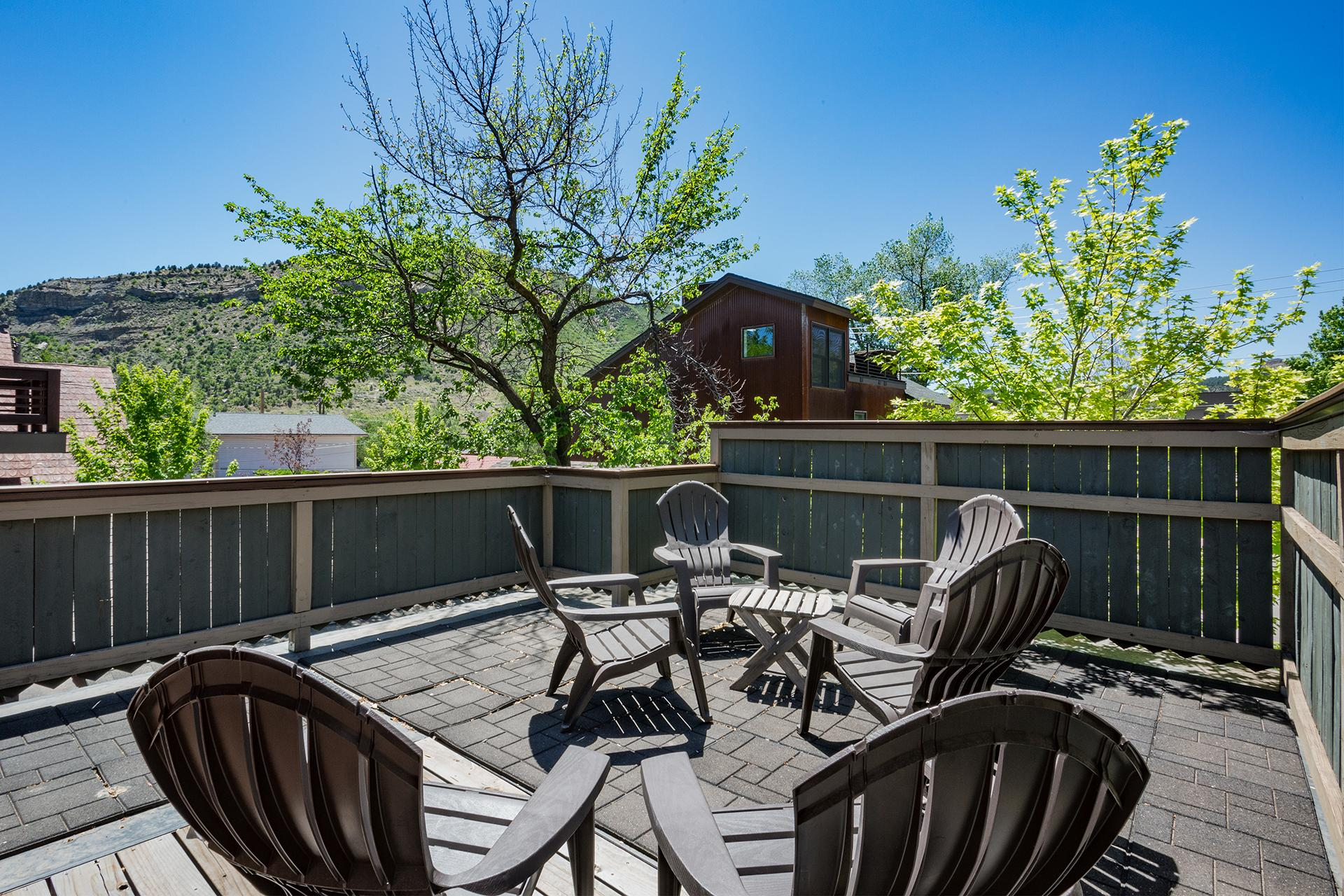 Private Roof Top Deck with Views of Smelter Mountain