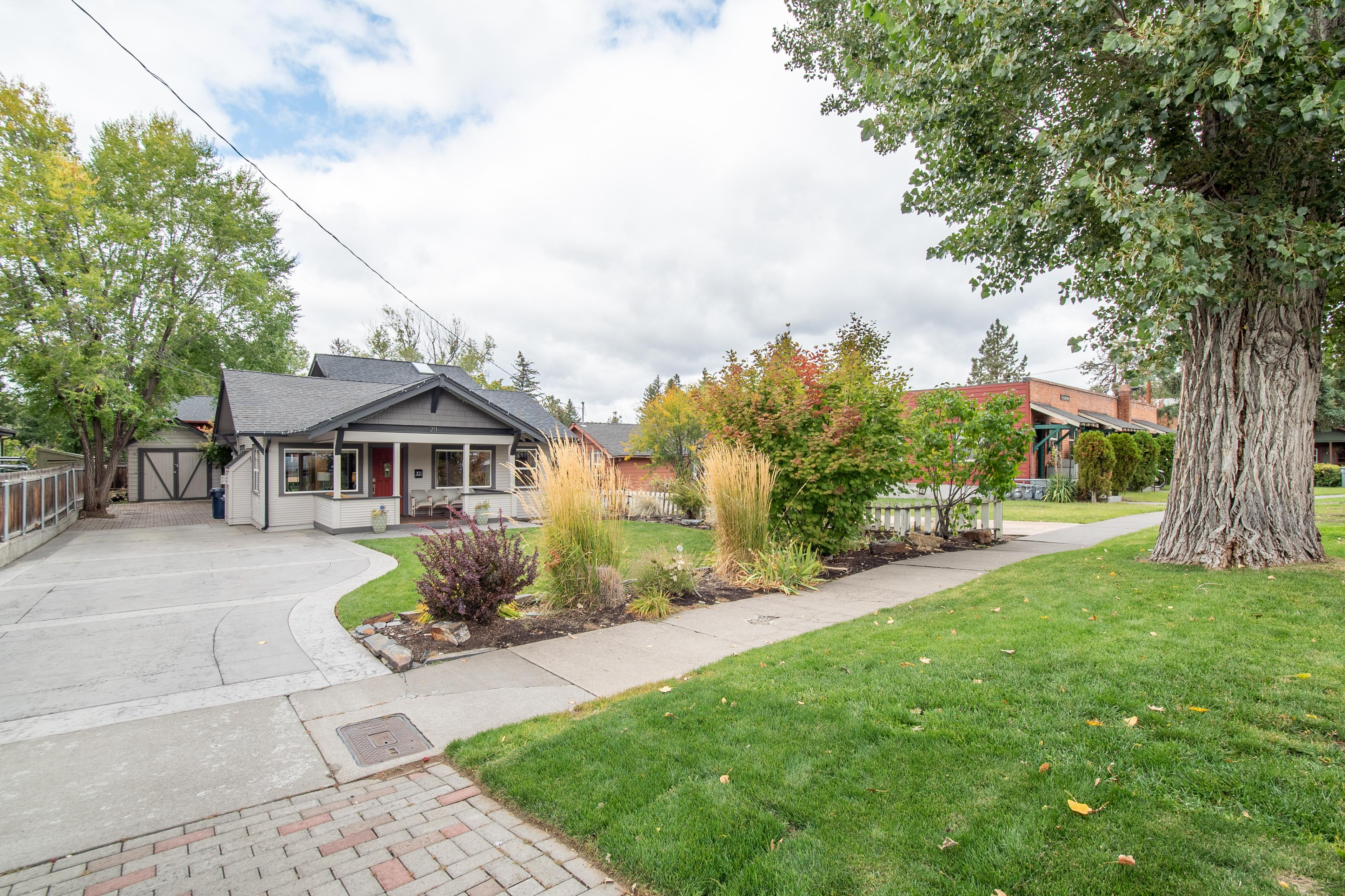 Charming Bend Bungalow - Walk to Downtown
