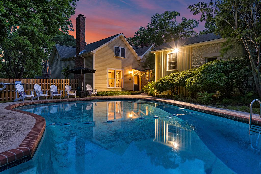 Charming Historic Home - Private Pool - 10 min Walk to Downtown Fredericksburg