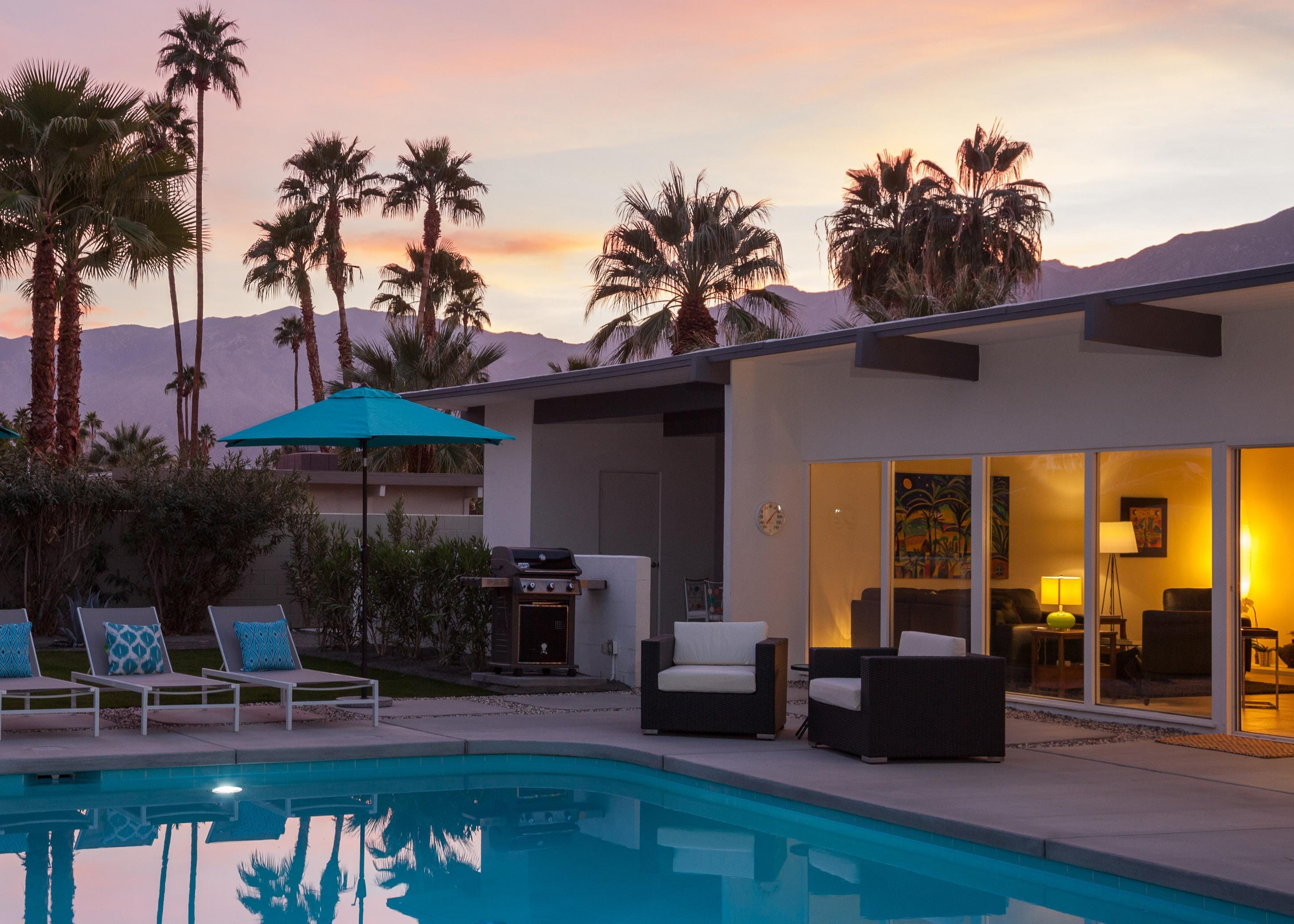 Palm Springs Home with Open Sight Lines & Glass Walls