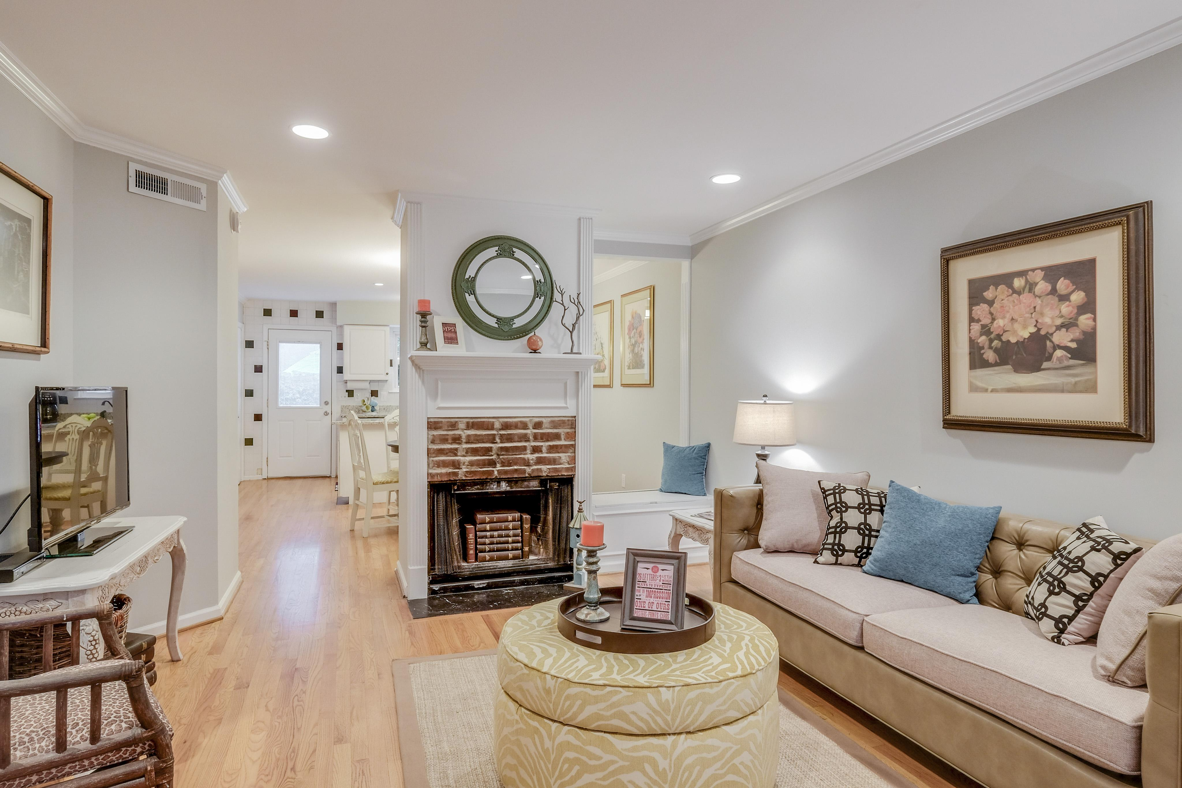 Sumptious Townhome with Private Patio