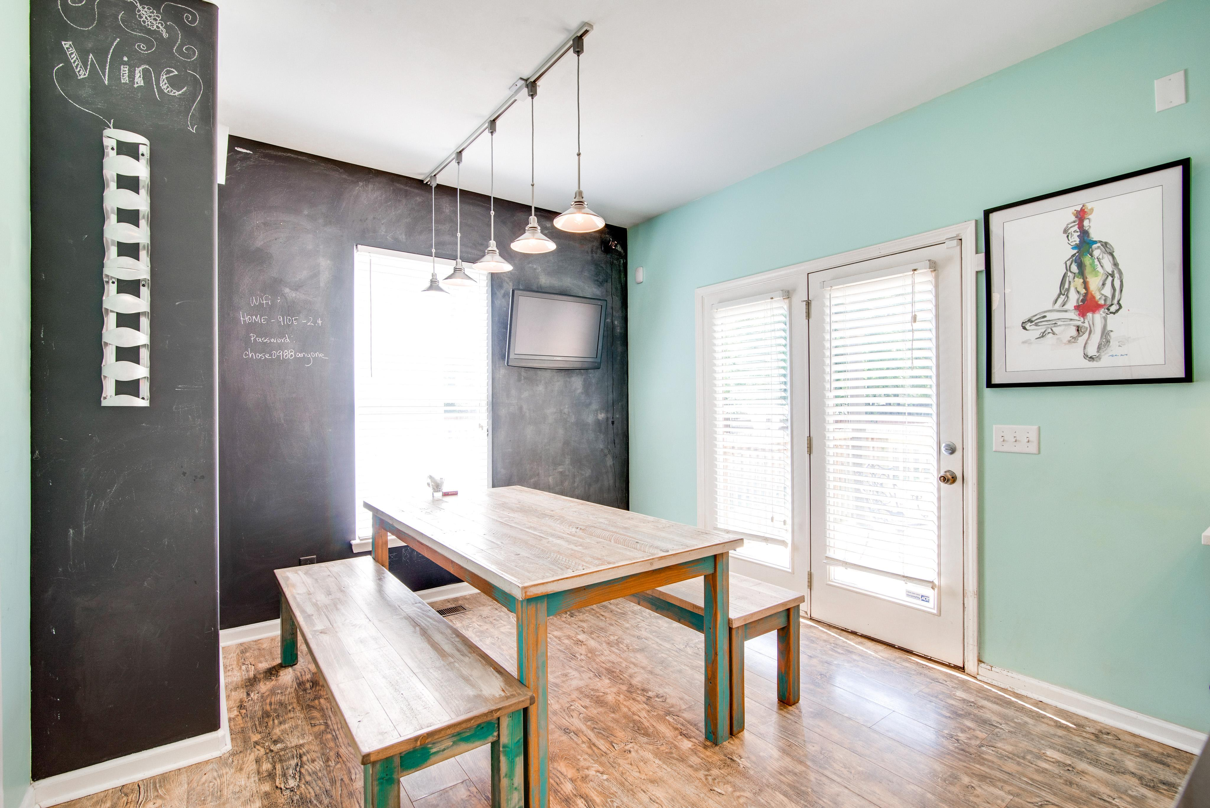 Dig into meals or let your imagination go wild in the dining room with bench seating and chalkboard walls.