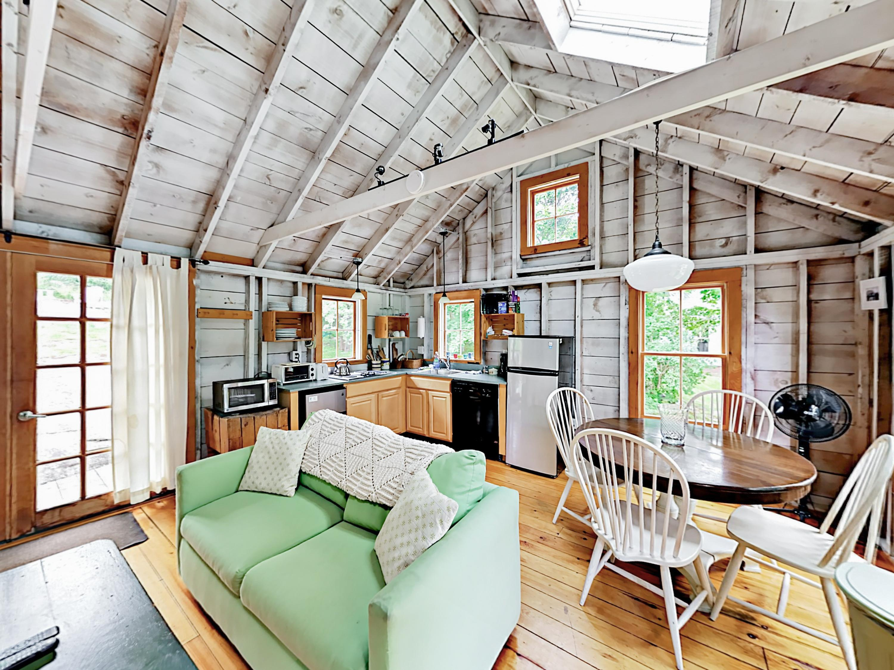 Peaceful South Bristol Cottage with Loft near Harbor