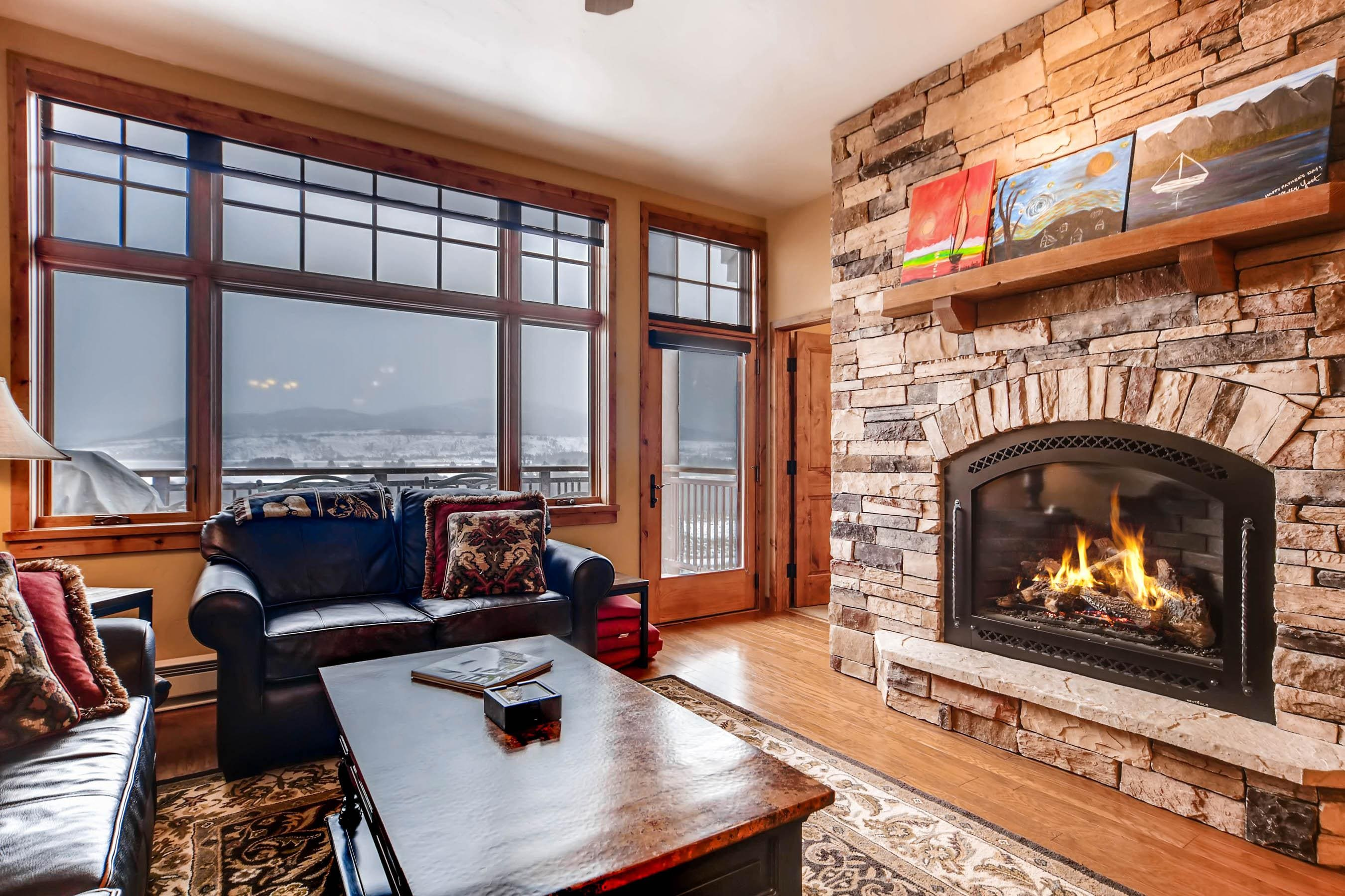 Welcome to Timberline Cove! With a fire crackling, enjoy great views of the Lake Dillon Reservoir.