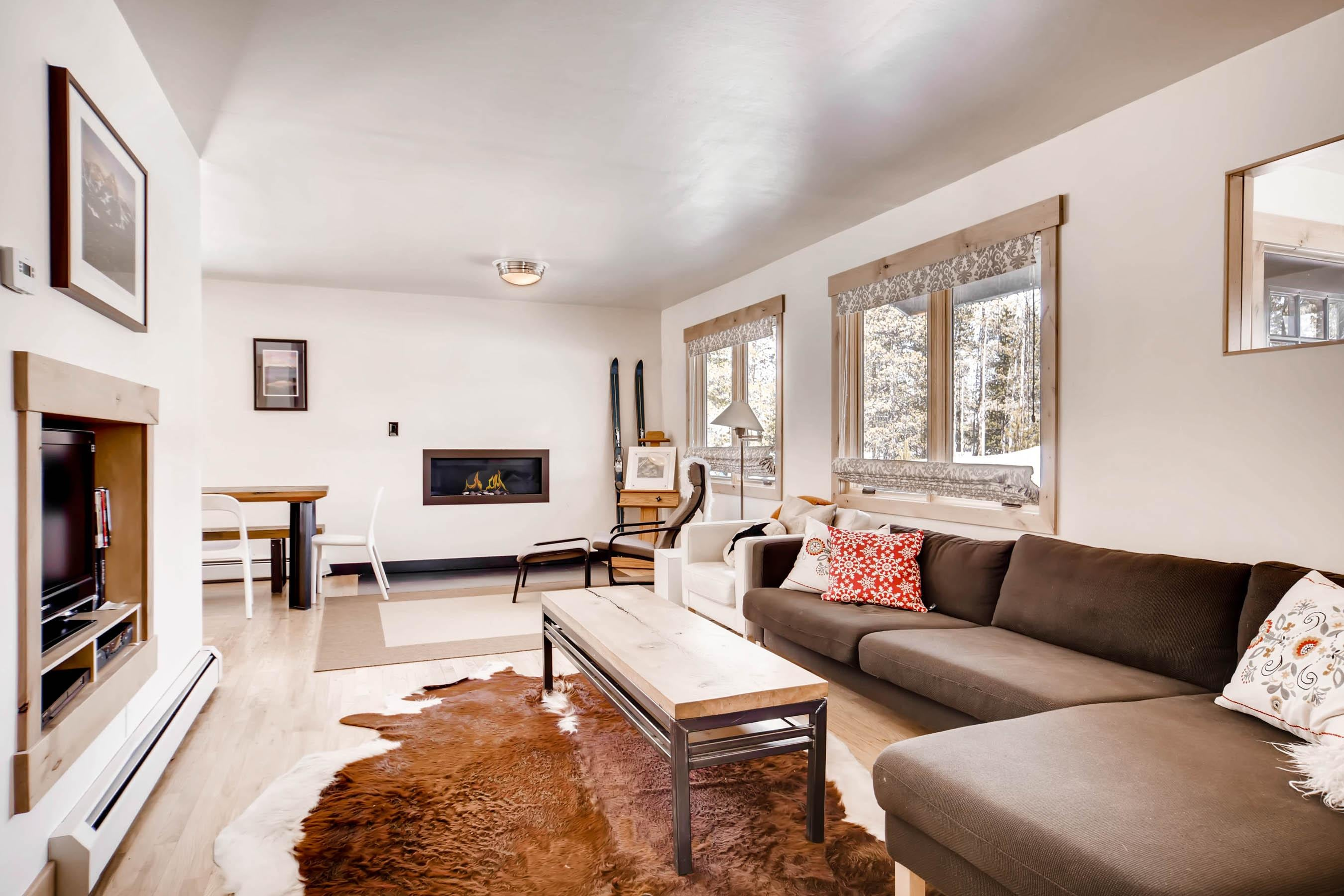 Posh Hillside Chalet Walking Distance to Main Street