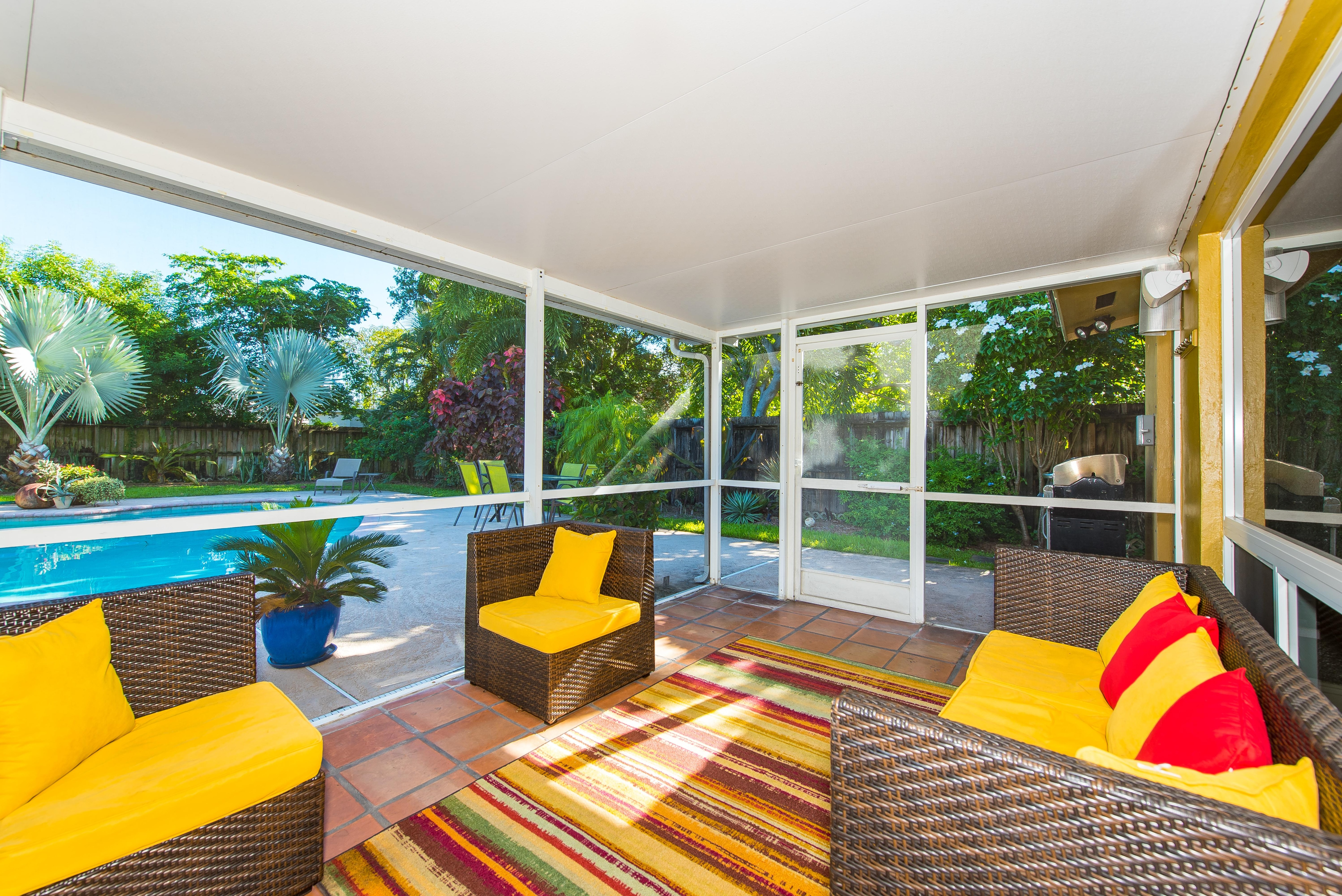 Chat with friends or family on the screened lanai