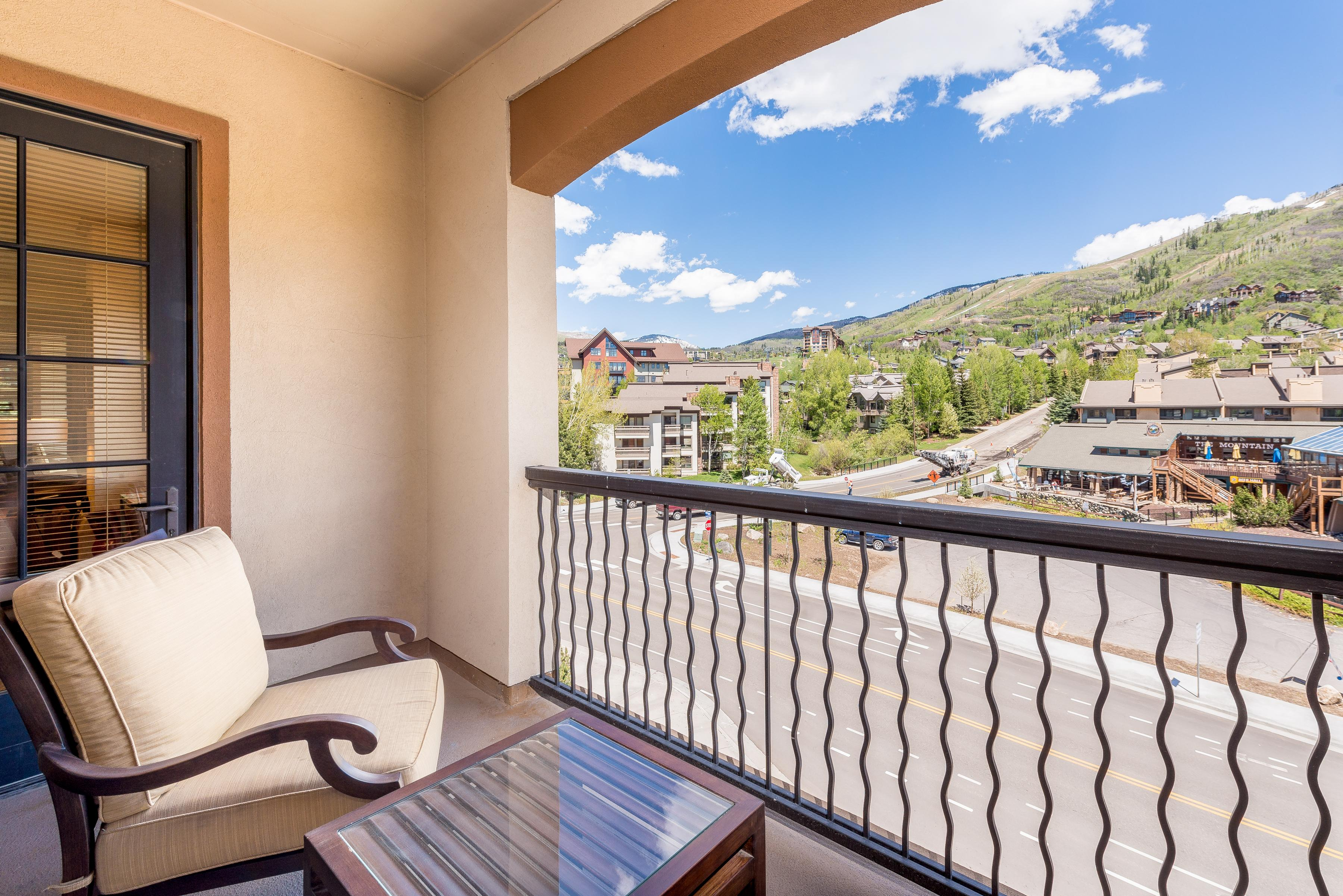 Exquisite Condo with Mountain Views Steps to Gondola