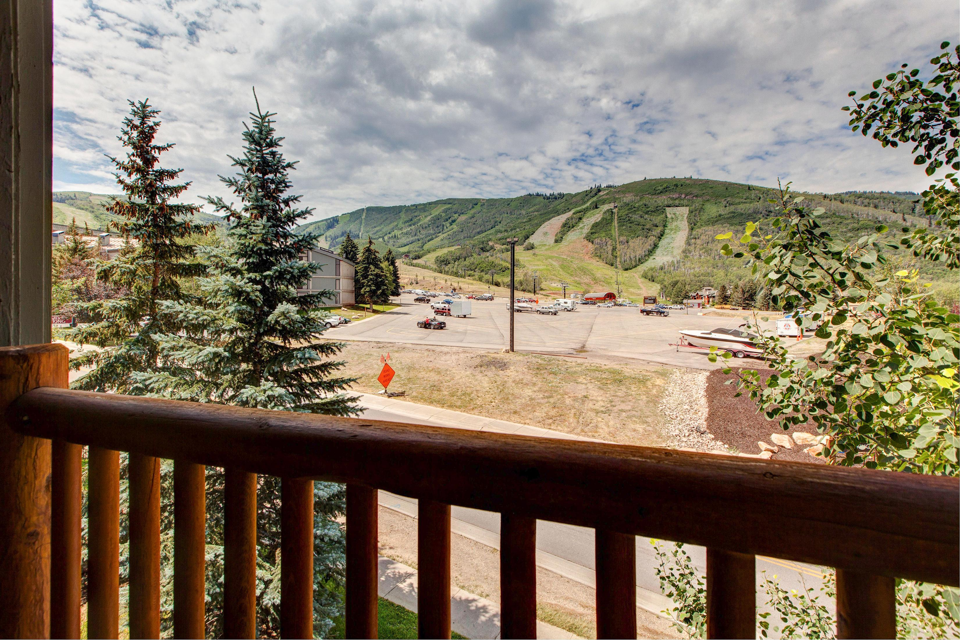 A private balcony offers fantastic views of the ski area.