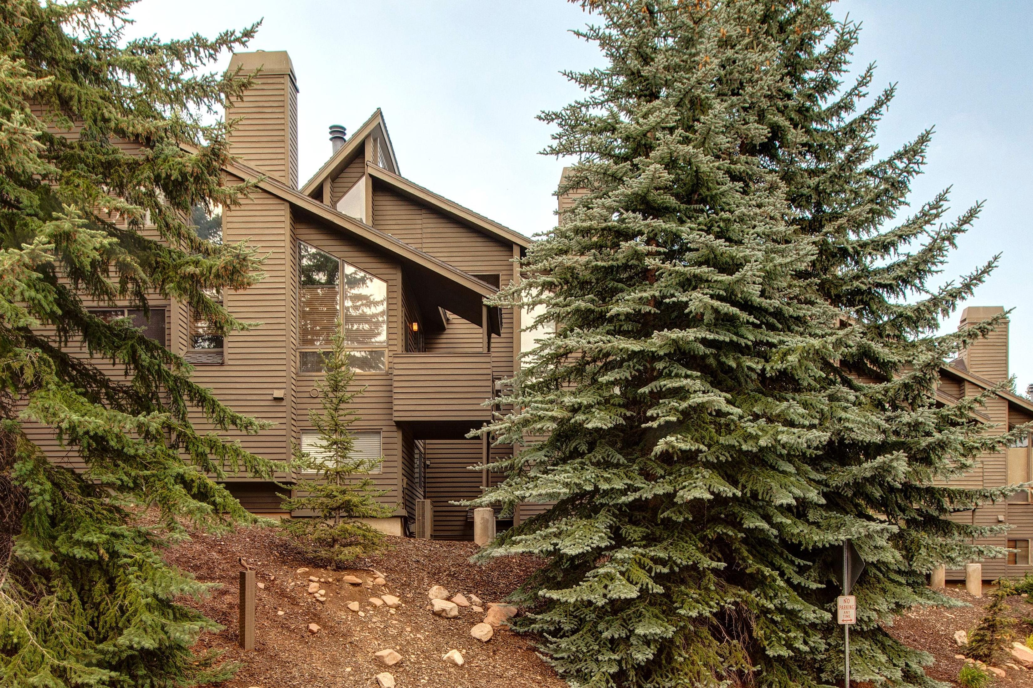 Steps from Canyons Ski Resort and just 5 miles from Deer Valley; a perfect locale for all-season mountain activity.