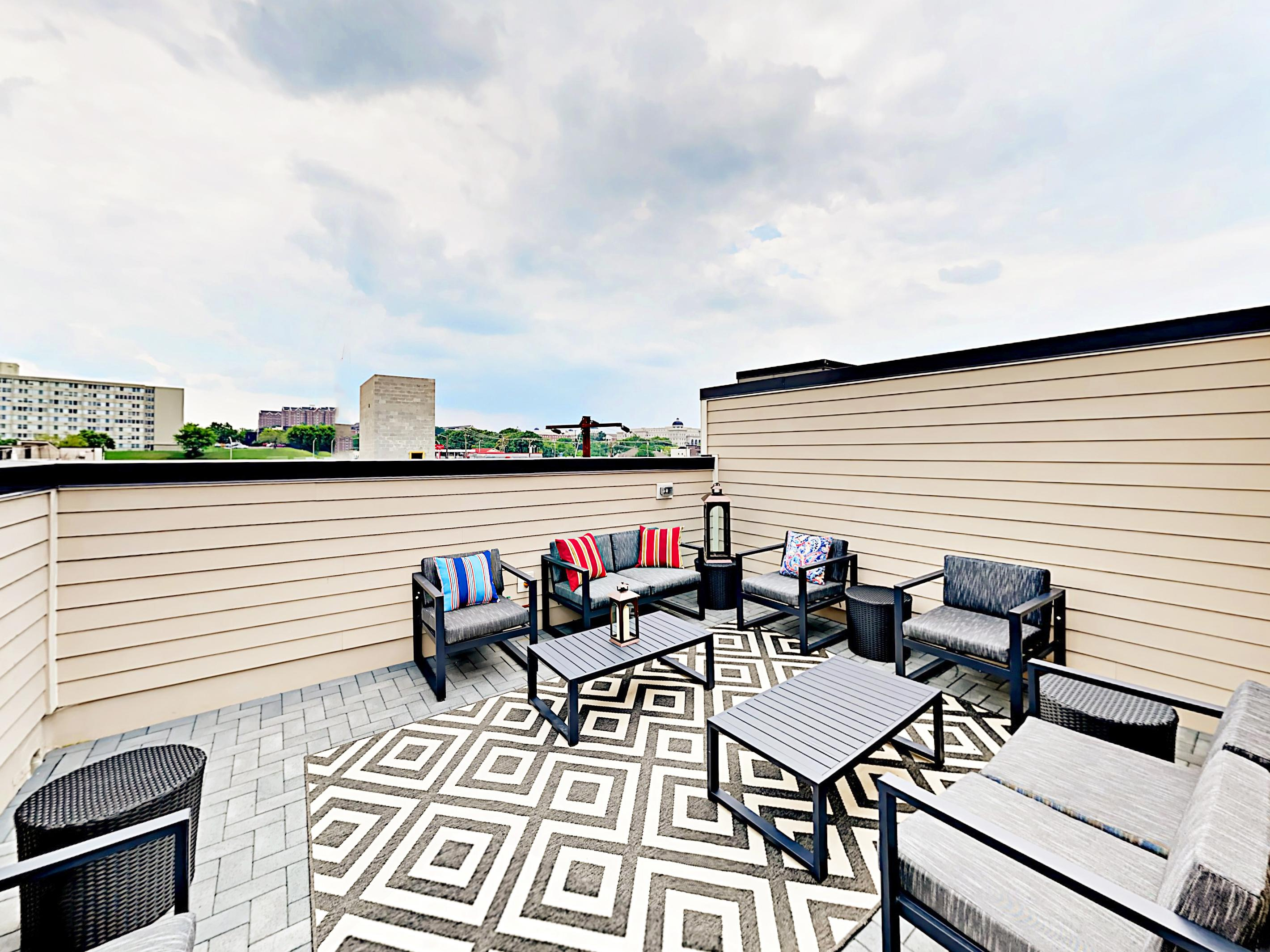 Modern Nashville Townhome with Spacious Roof-Deck