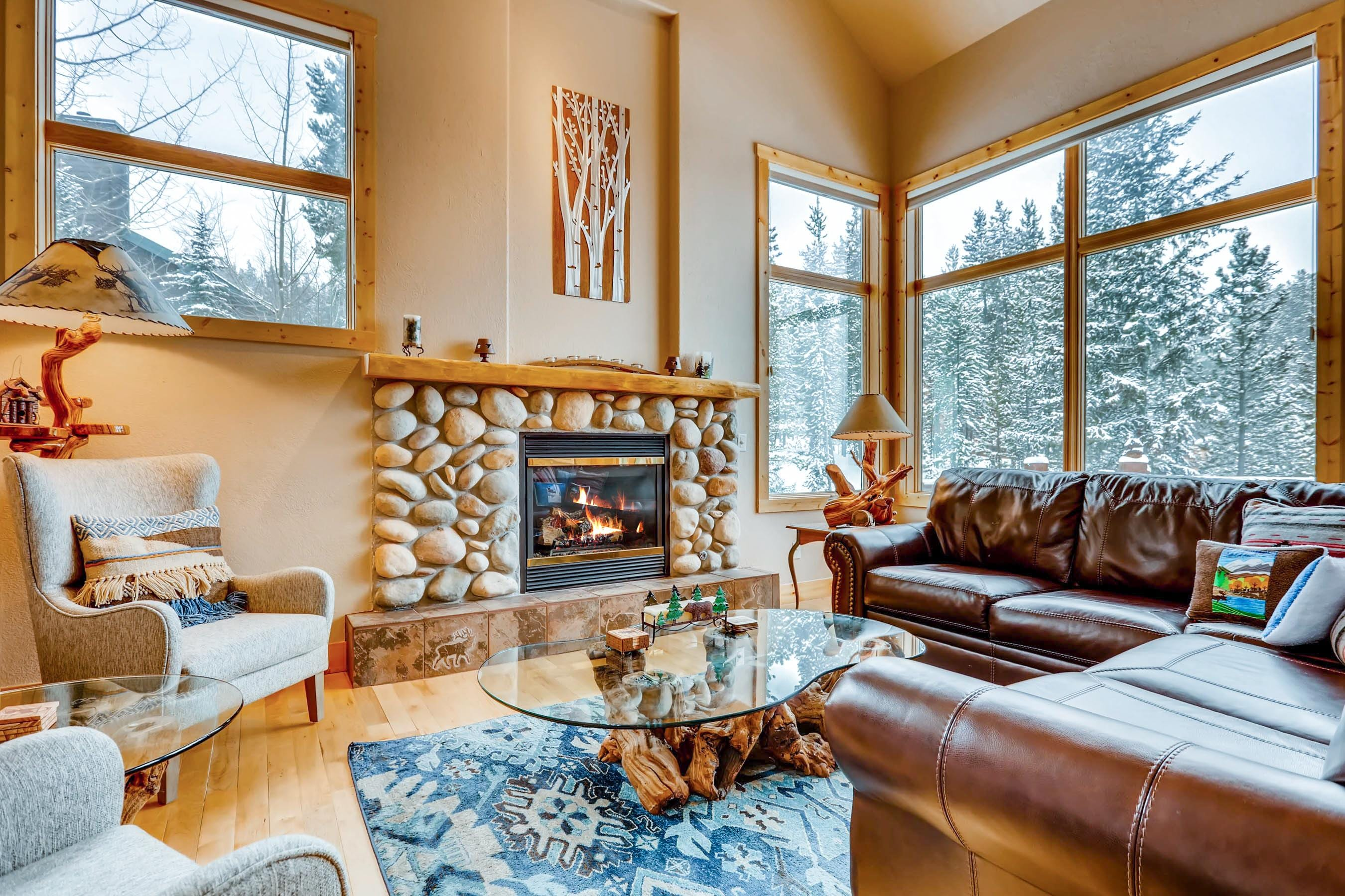 Welcome to Breckenridge! A gas fireplace in the main living area adds a snug feel on snowy winter nights.