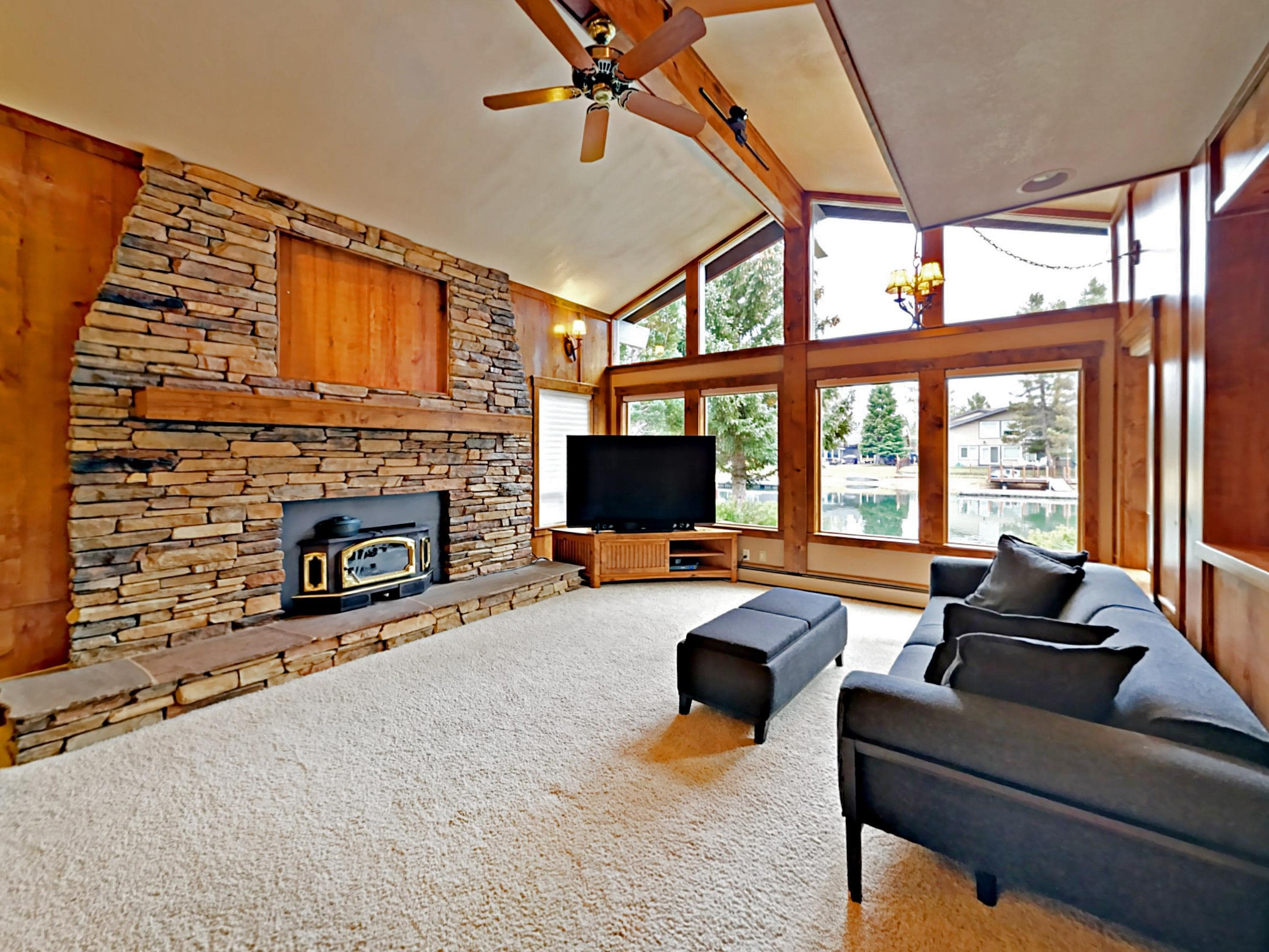 The spacious main living room offers seating for 5.