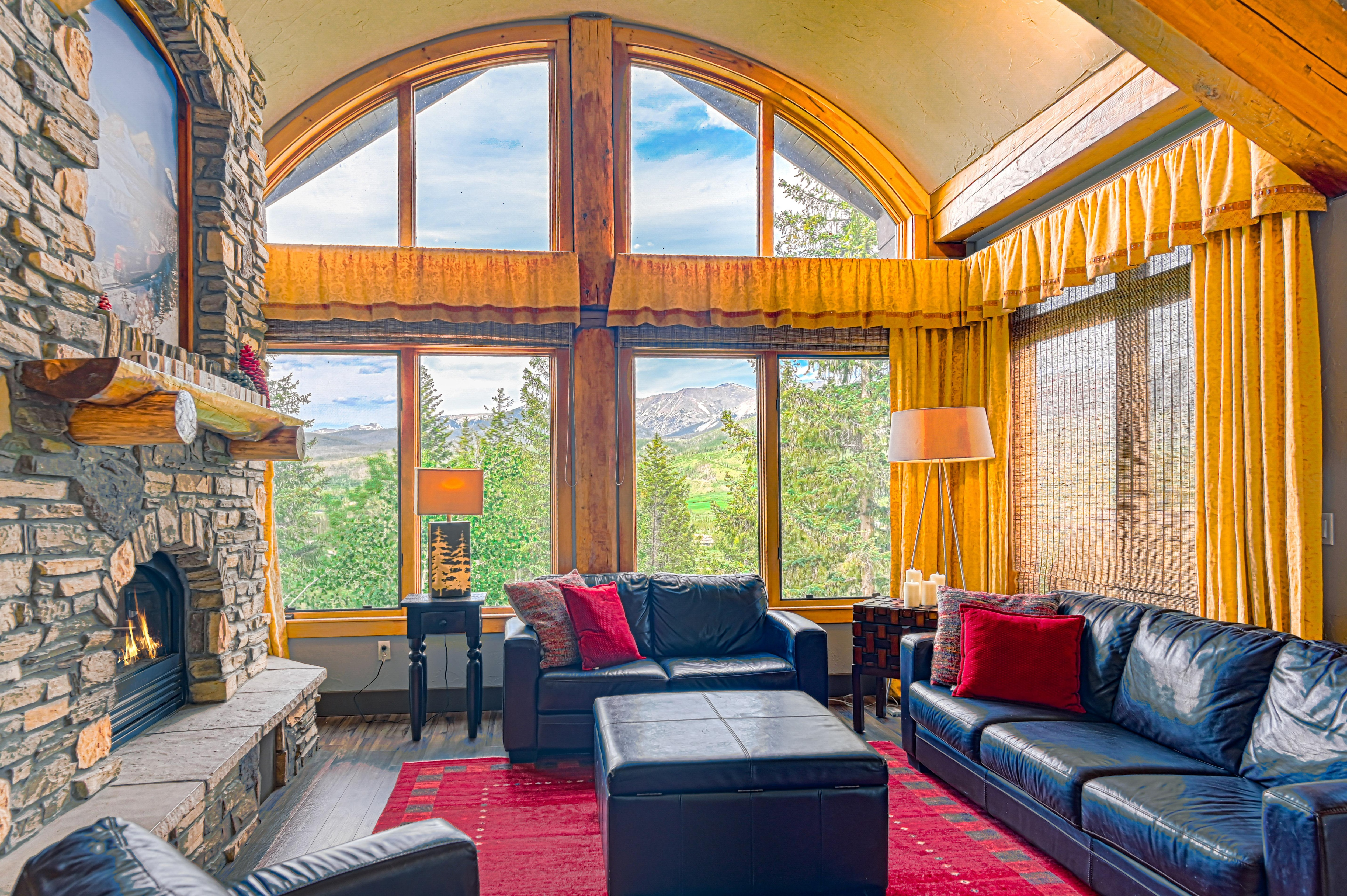 5BR w/ Hot Tub, Theater & Views