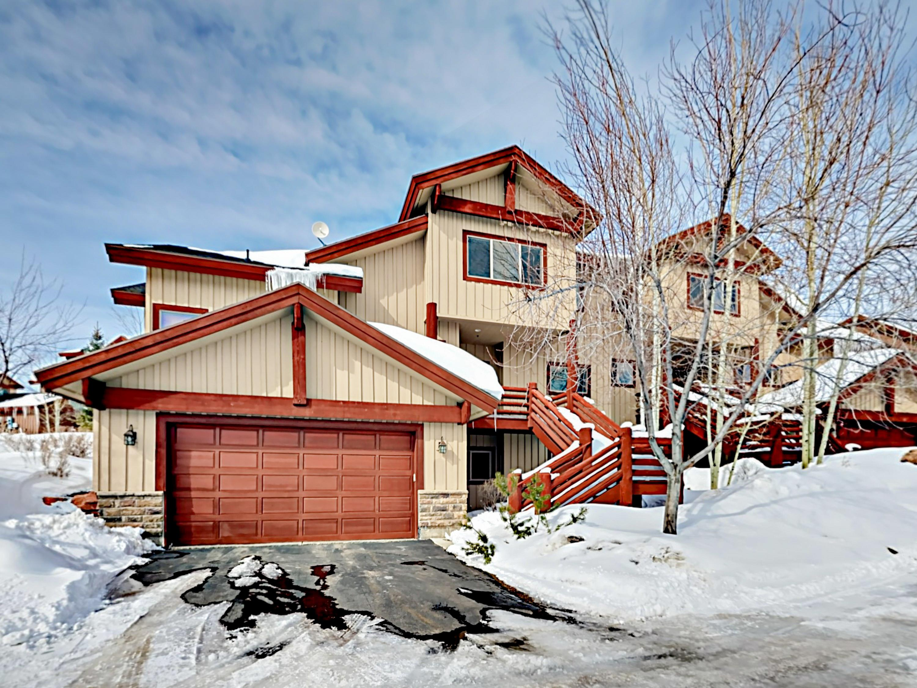 Property Image 2 - Choice Mountain-View Townhome with Hot Tub near Skiing