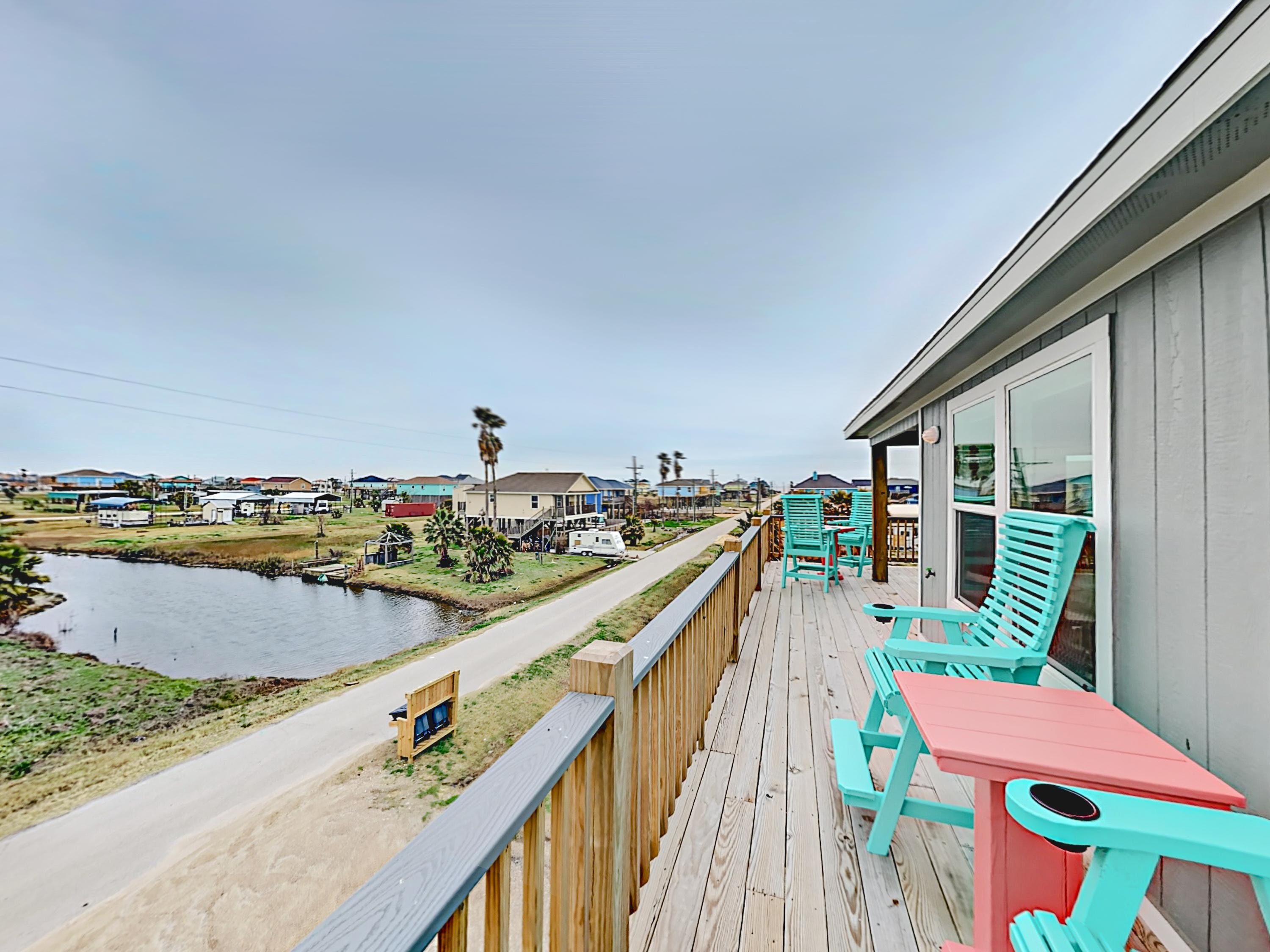 Property Image 2 - New Crystal Beach 3BR w/ Water View