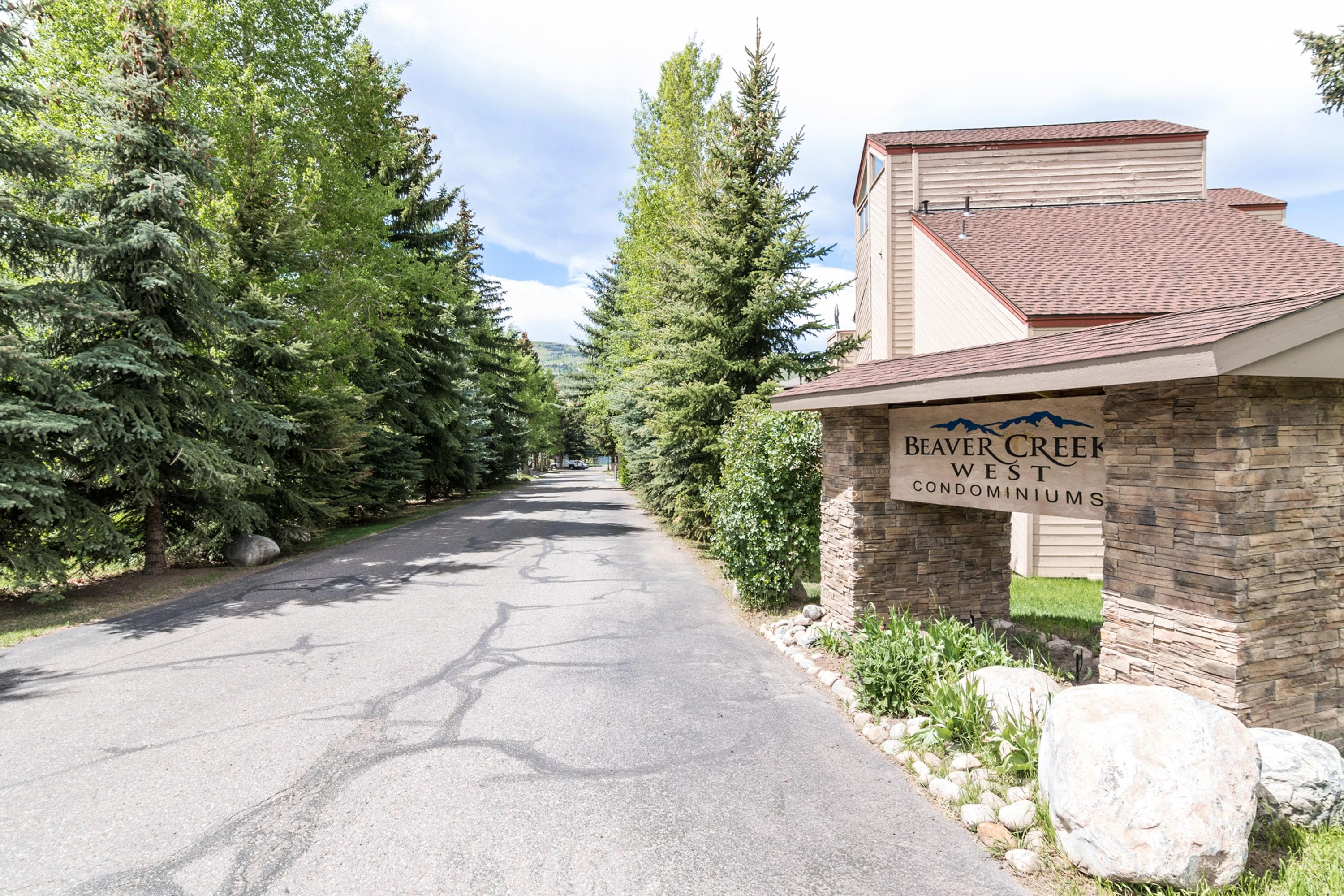 Vail Valley Condo with Pool and Hot Tub near Ski Lift