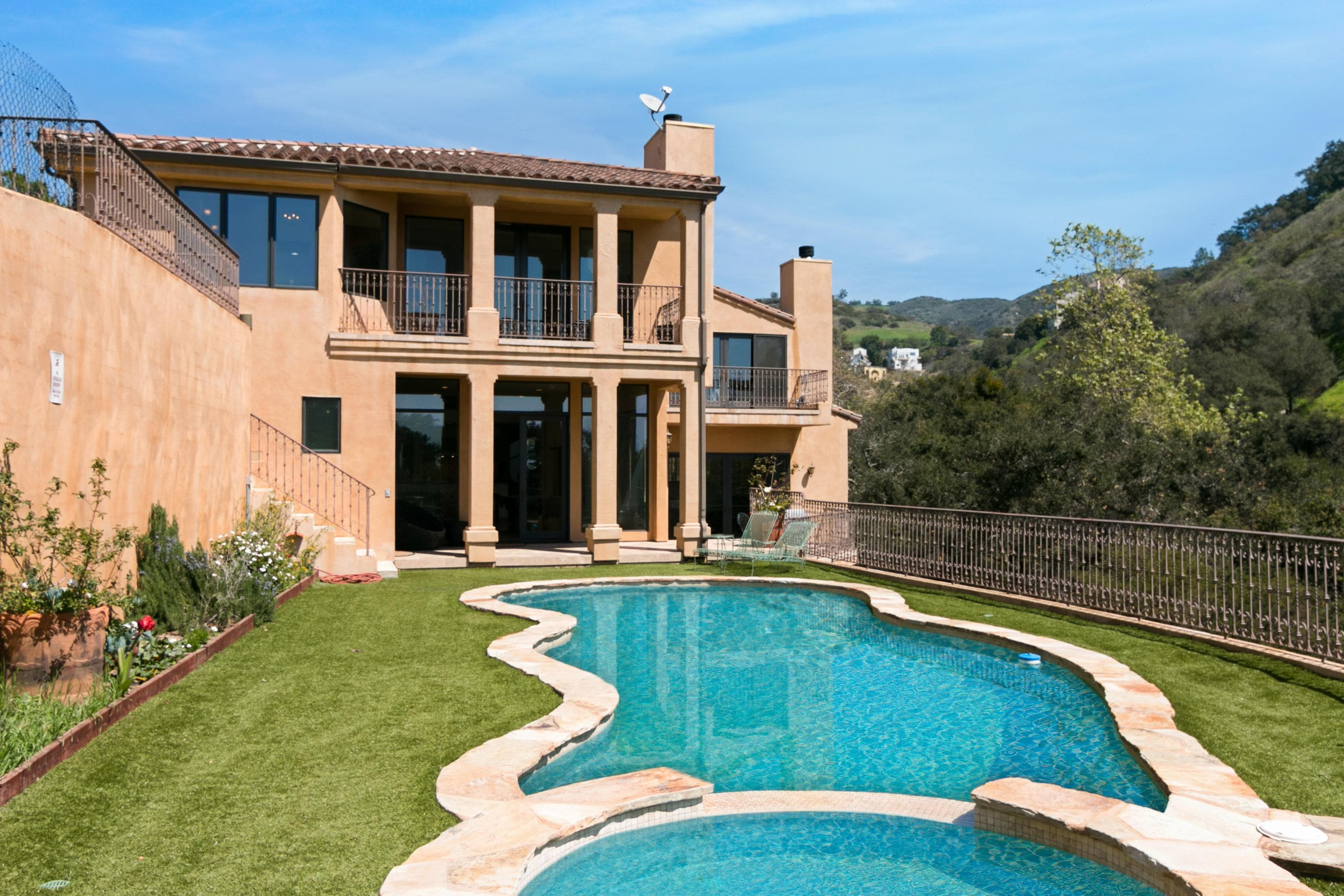 Property Image 1 - Immaculate 4BR/5.5BA Villa w/ Private Pool & Spa
