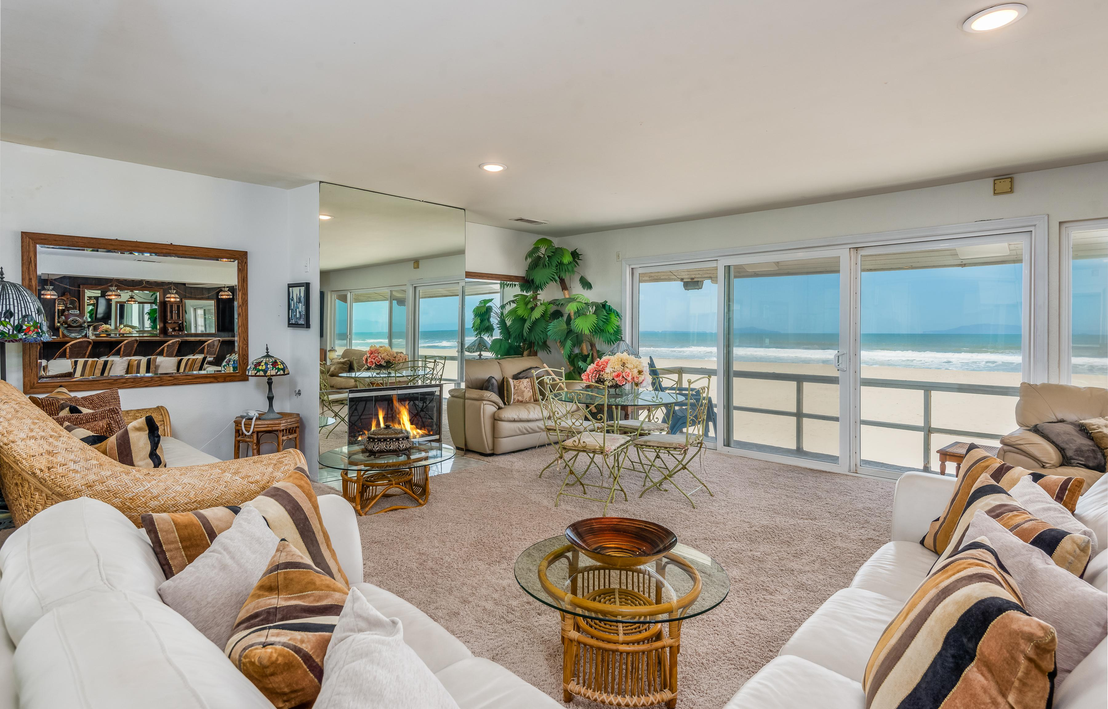 Spacious Beachfront 6BR - Deck & Epic Island Views