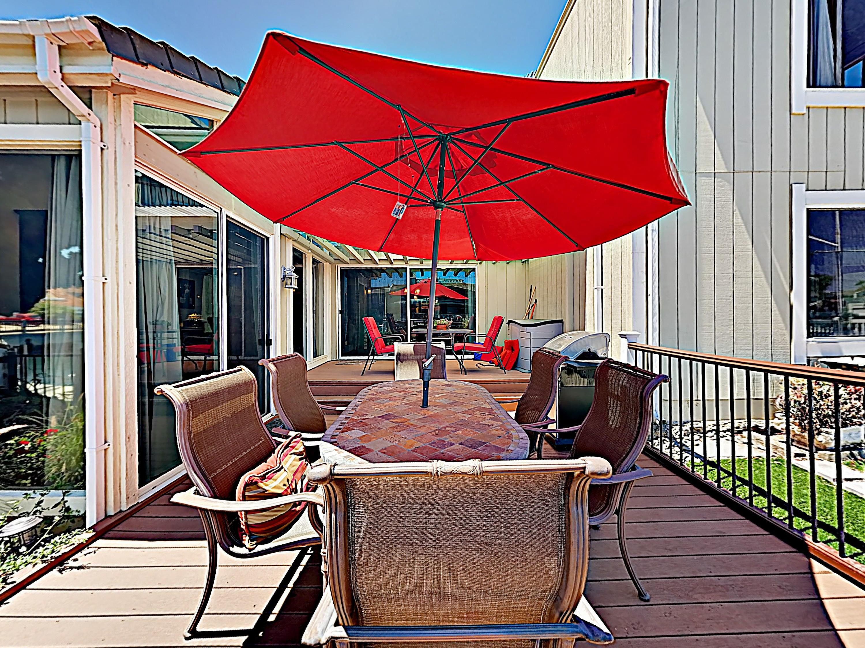 The spacious deck offers plenty of space to dine al fresco and includes a 6-person table with a large umbrella.