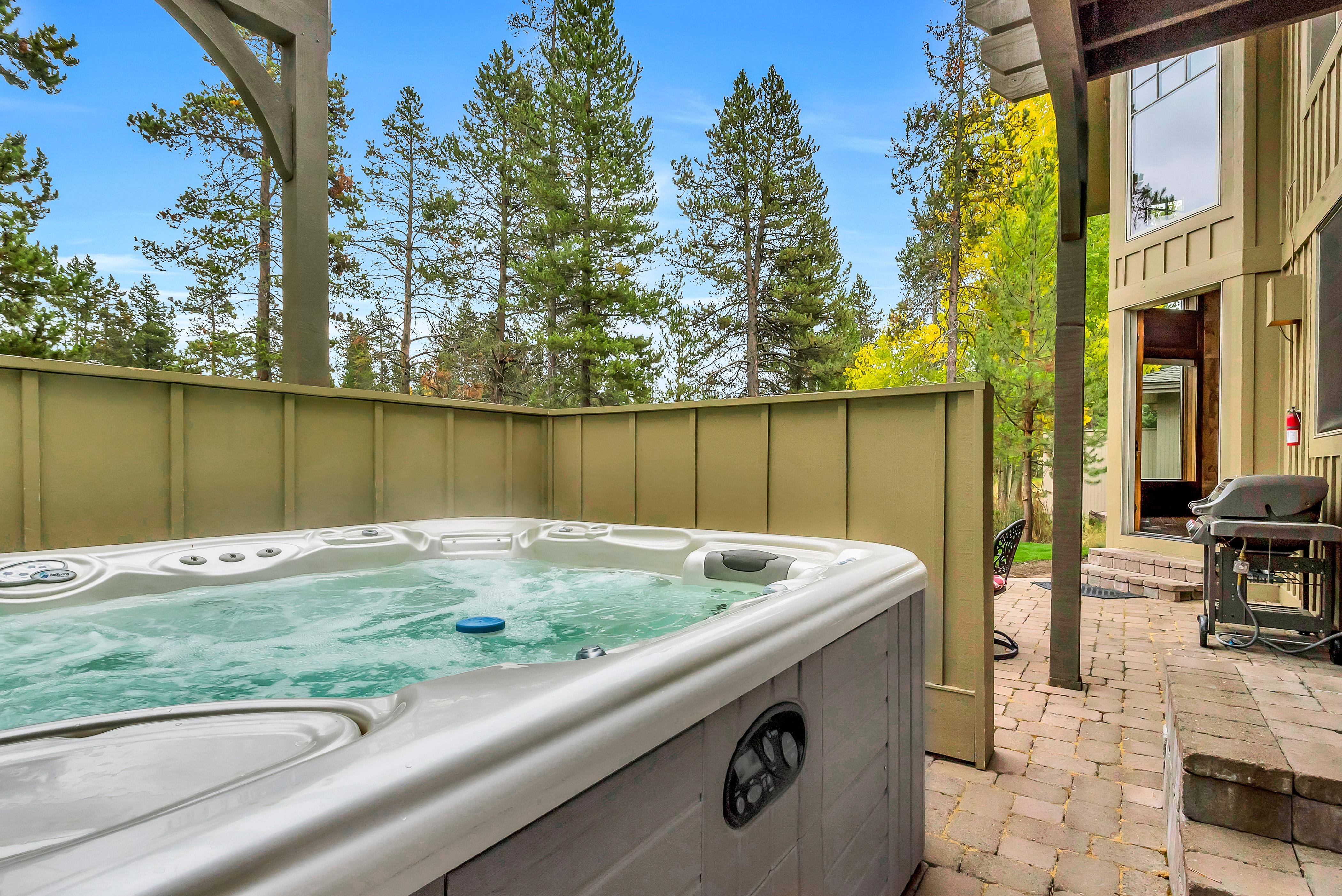 Massive 5BR on Golf Course w/ Hot Tub