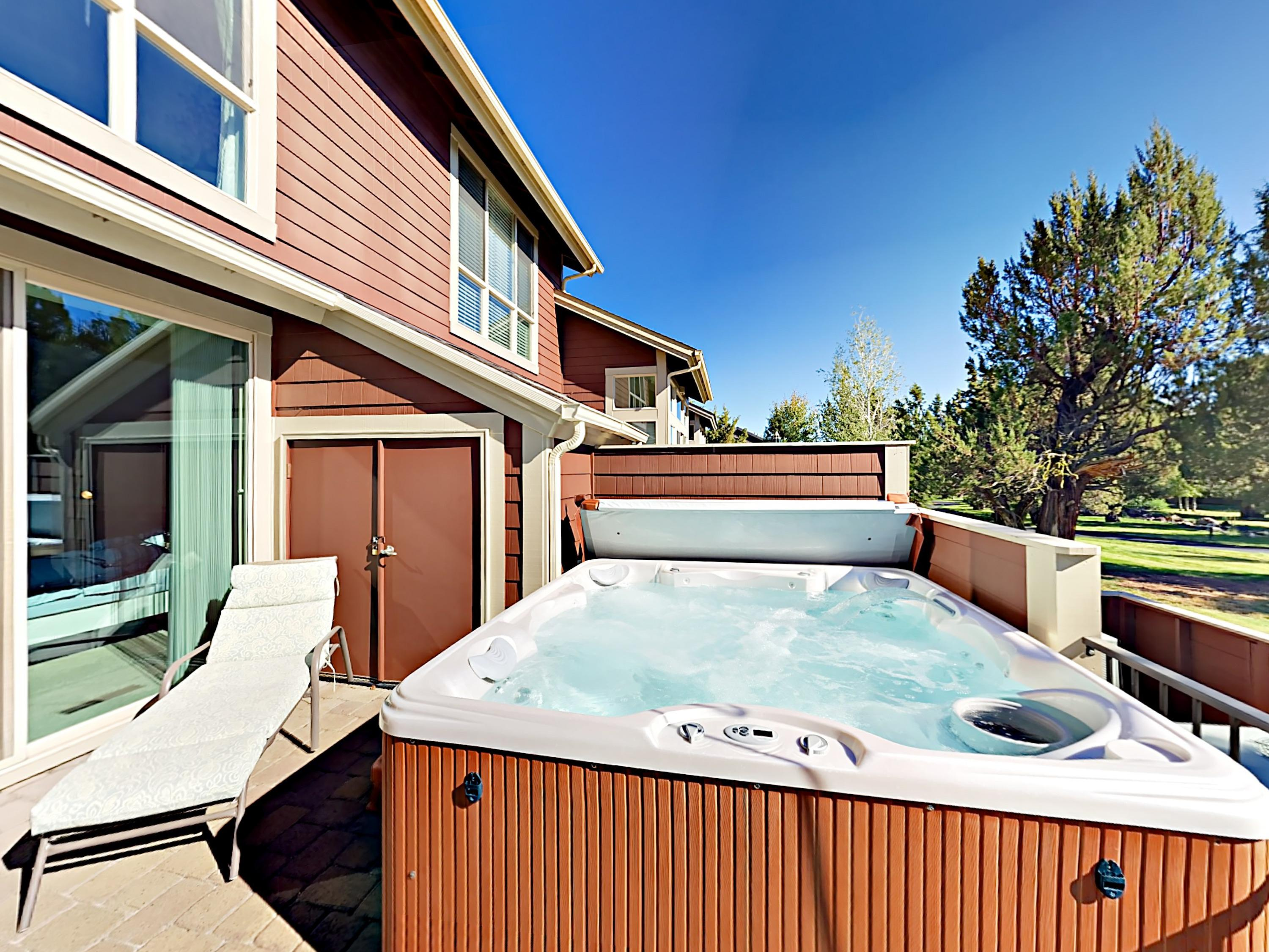 3BR w/ Private Hot Tub & Gorgeous Creek Views