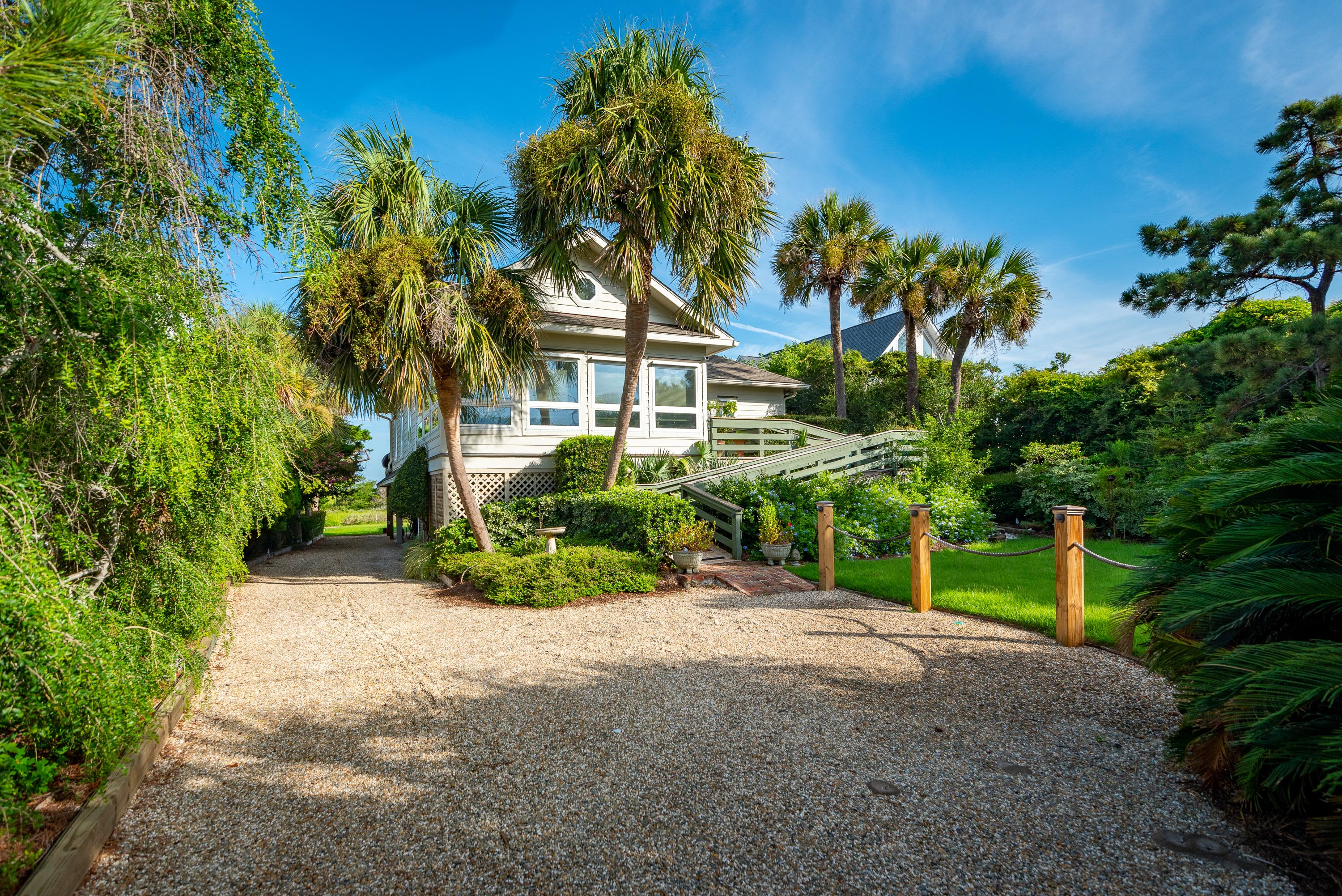 4BR on Beautiful Marsh w/ Private Dock & Kayaks
