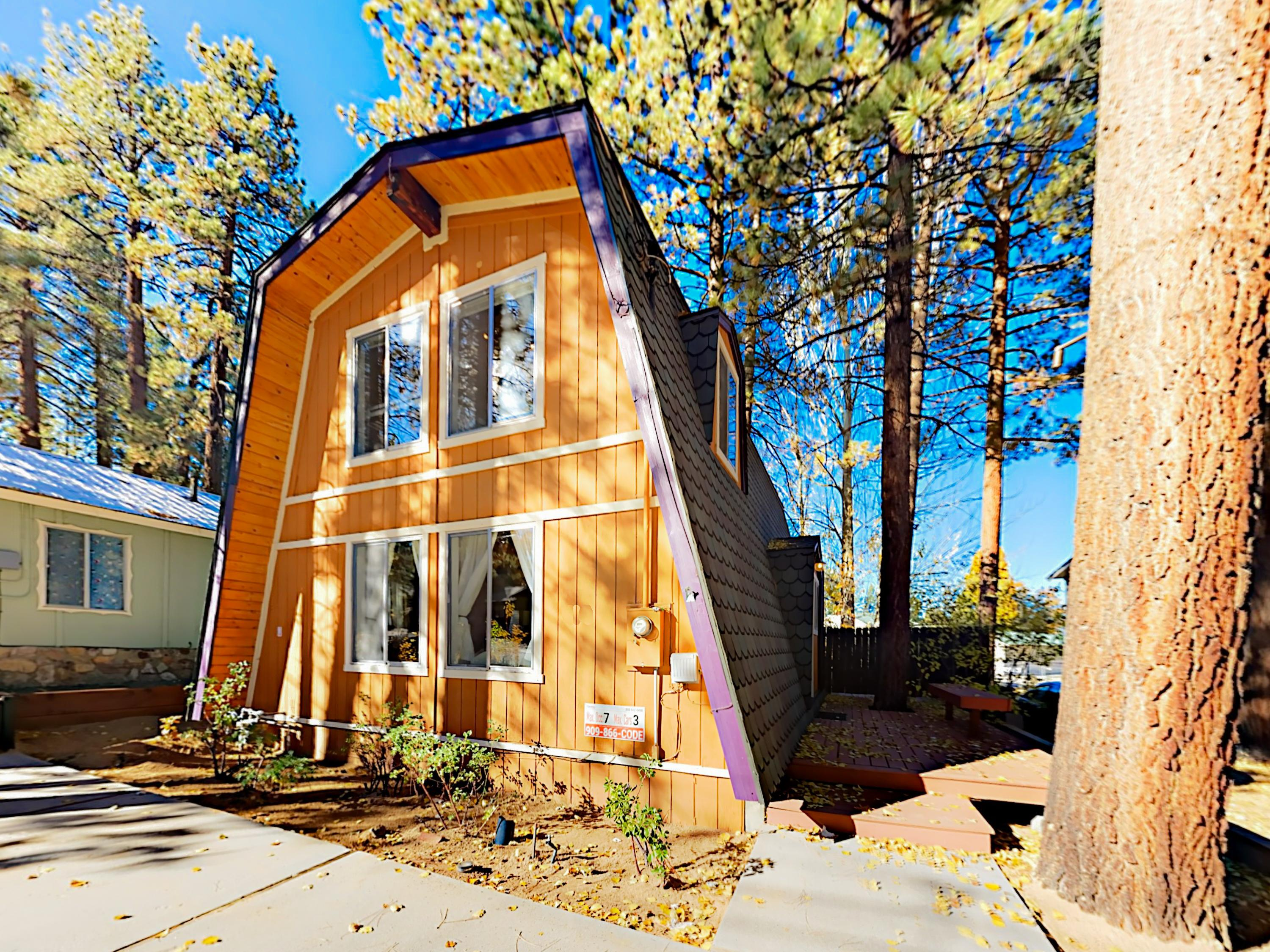 This chalet is a half-mile to Big Bear Lake and just 3 minutes to the Village.