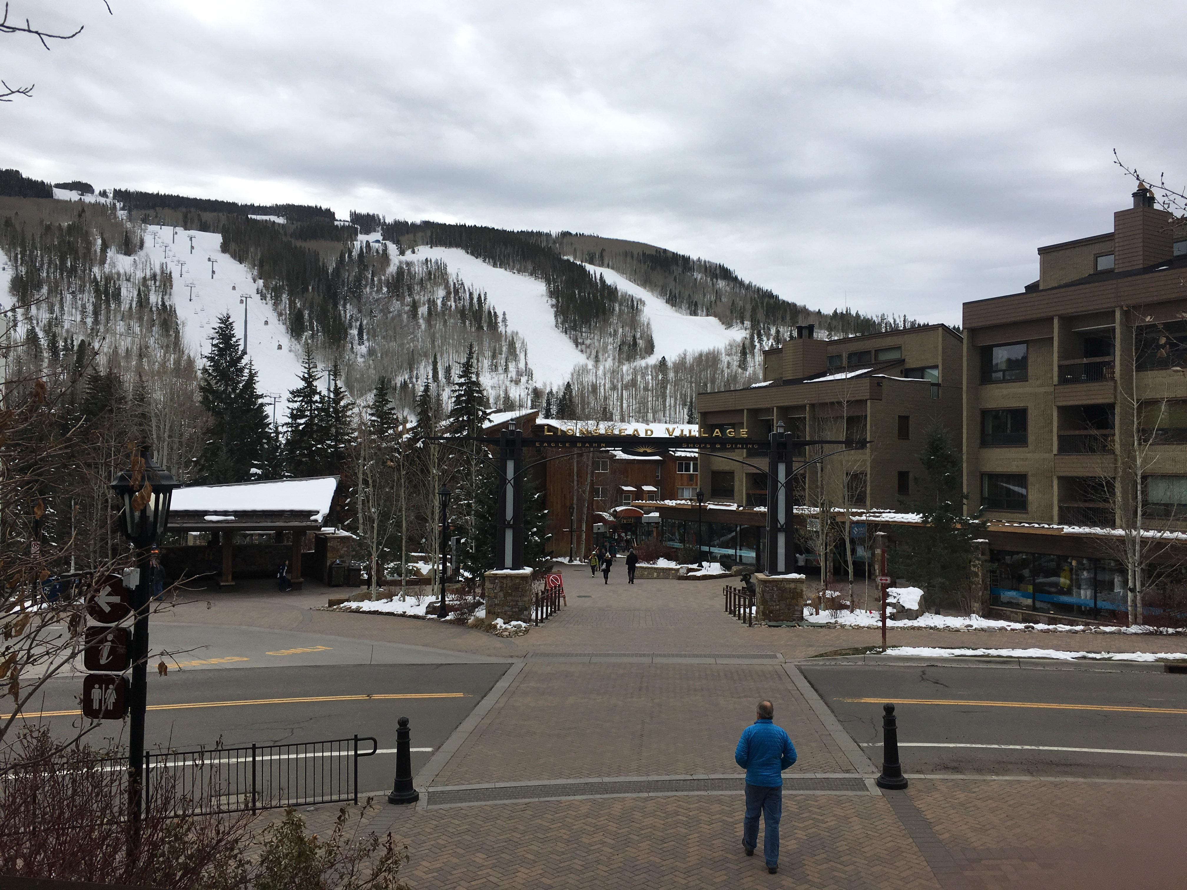 Cascade Village and the ski lifts are within a 4-minute drive.