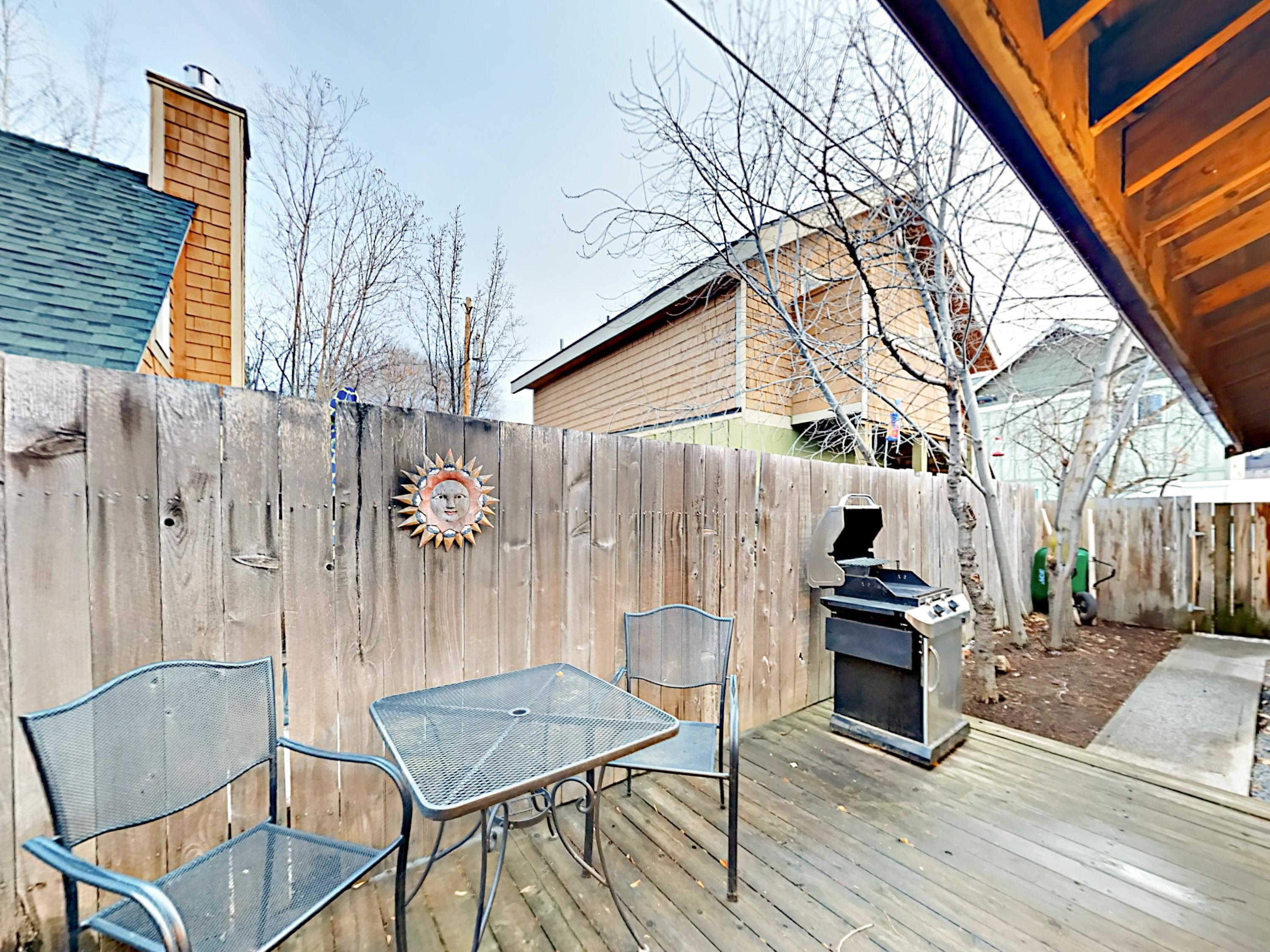 Blocks to River, Downtown, Dining - Large Yard