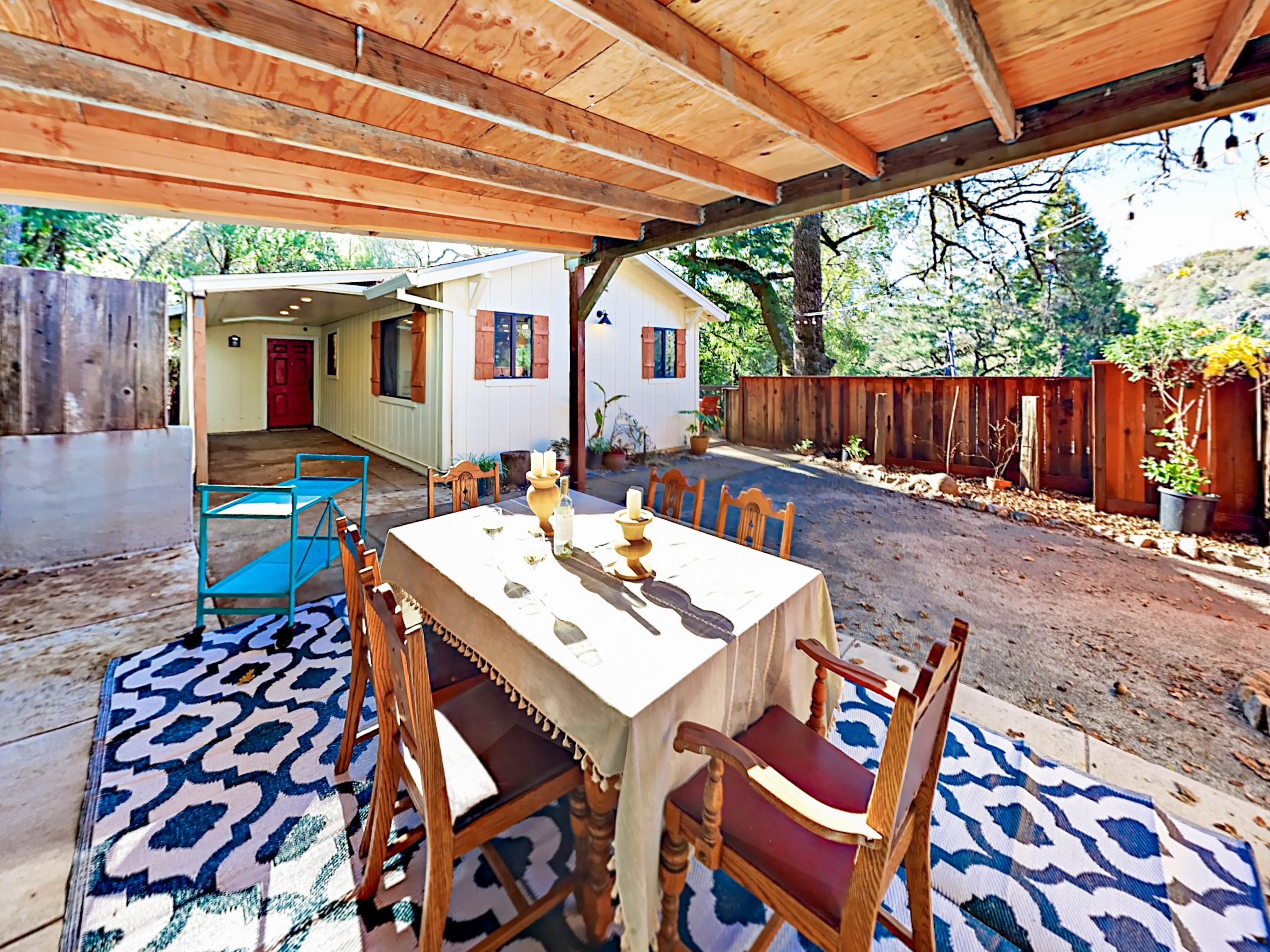 A covered dining patio offers seating for 6 in the fenced yard.