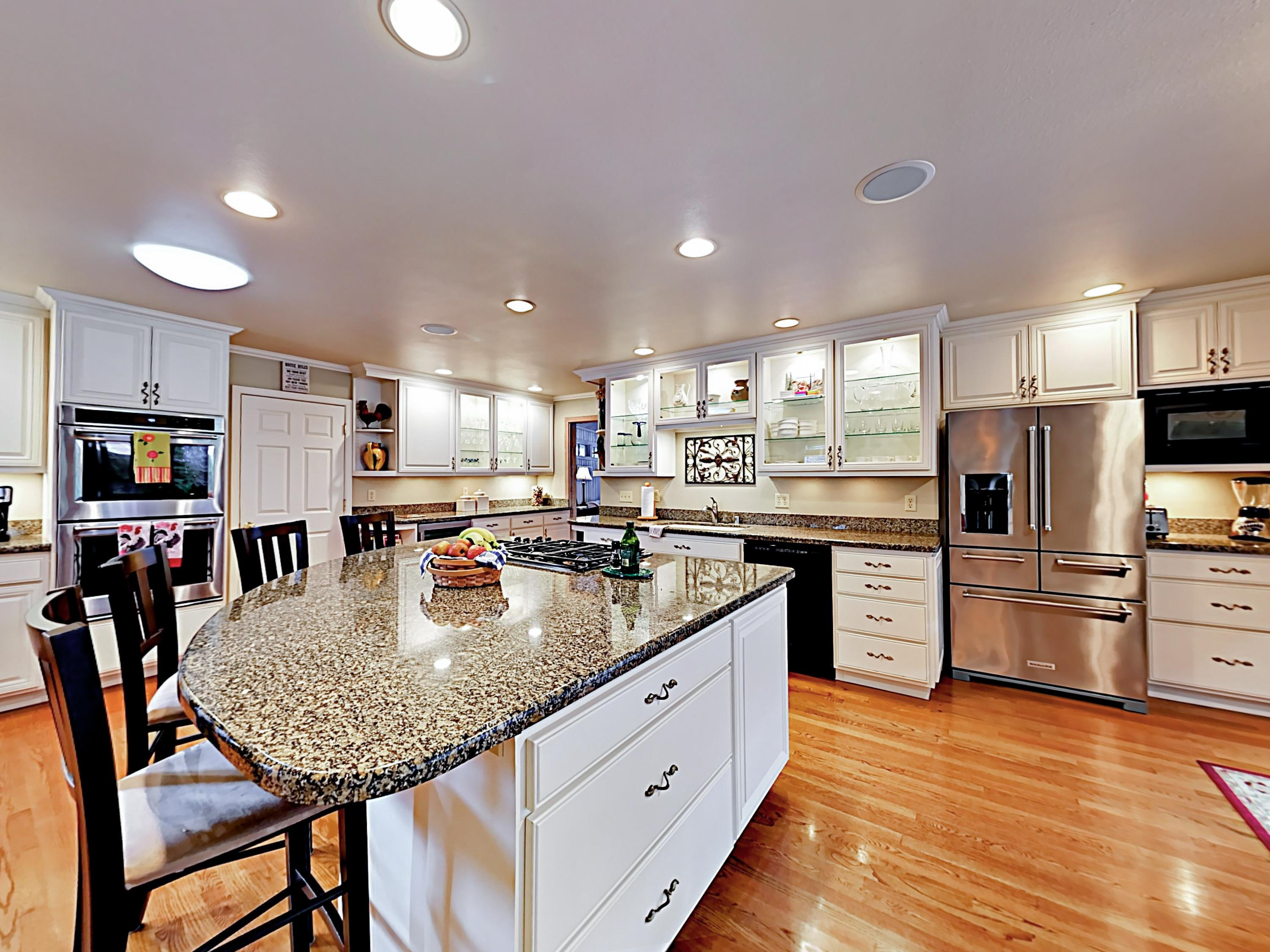 The chef in your group will appreciate the gourmet kitchen, outfitted with granite countertops, stainless steel appliances, and a large center island.