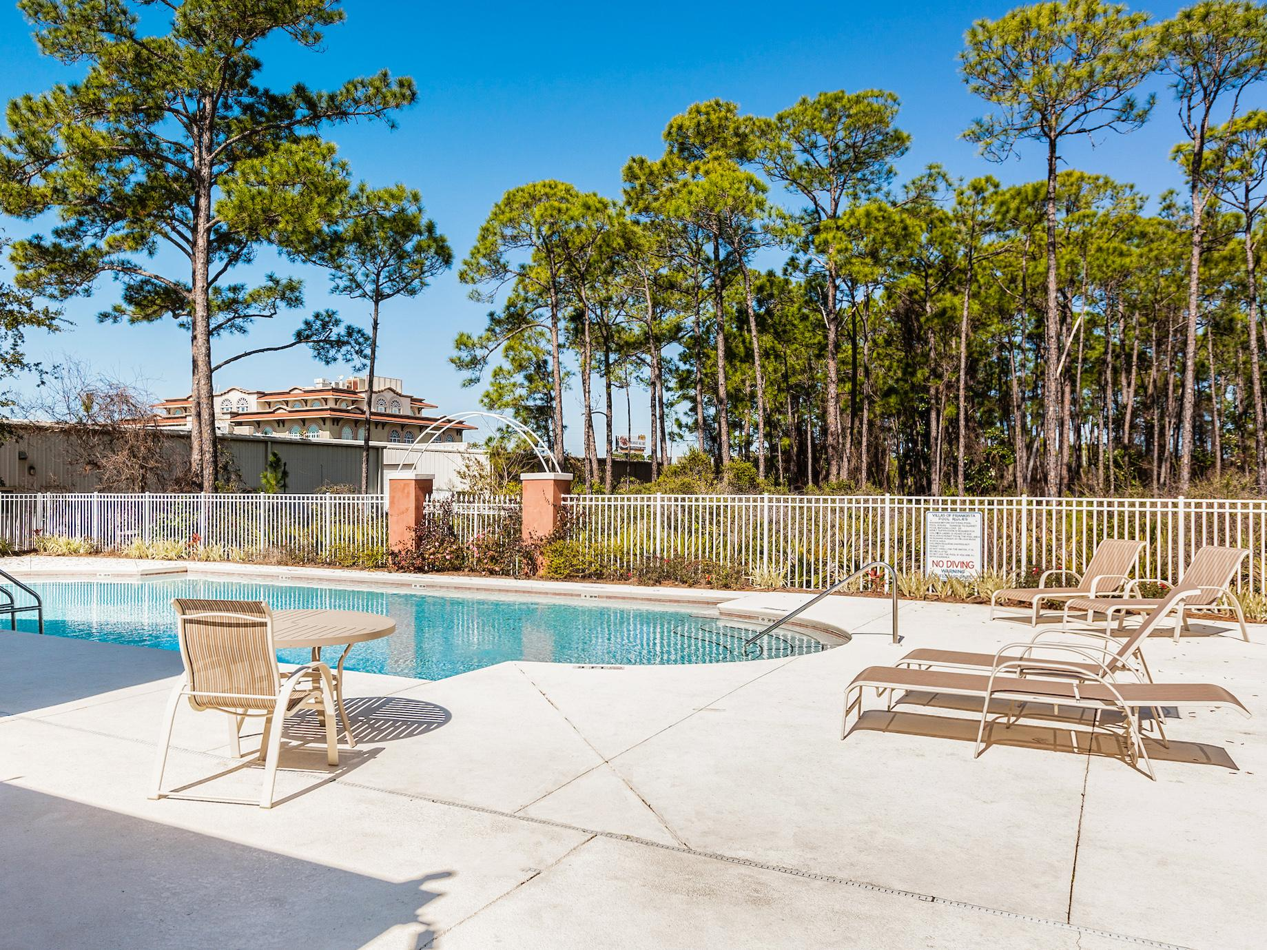 Just 0.2 miles away, the shared pool offers plenty of loungers.