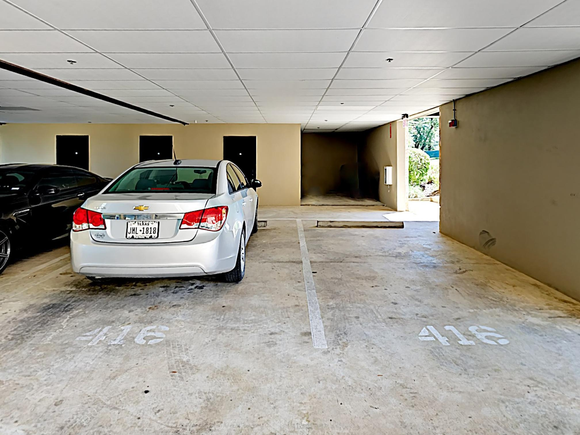 Guest amenities include reserved parking for up to 2 vehicles.