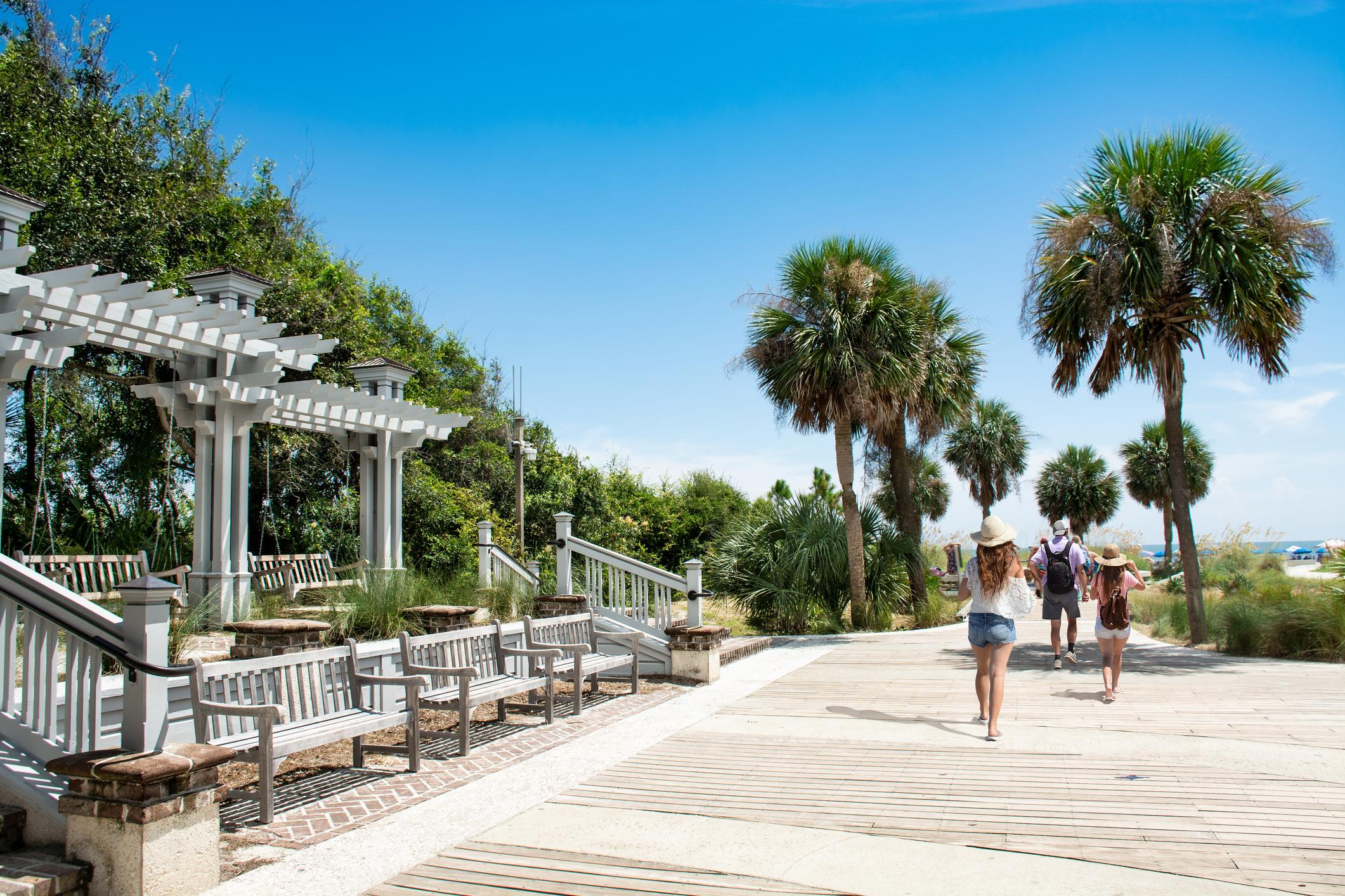 With miles of white sand beaches, amazing amenities, and access to incredible outdoor activities, the Palmetto Dunes Resort is luxury living at its finest.